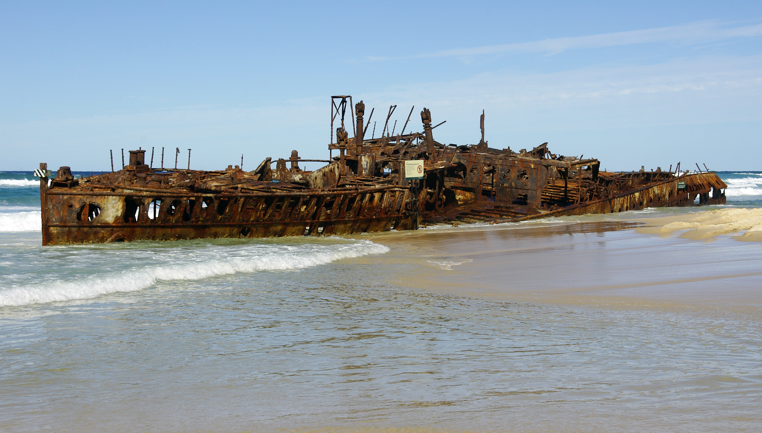 File:Fraser Island shipwreck of Maheno (ship 1905) IGP4364