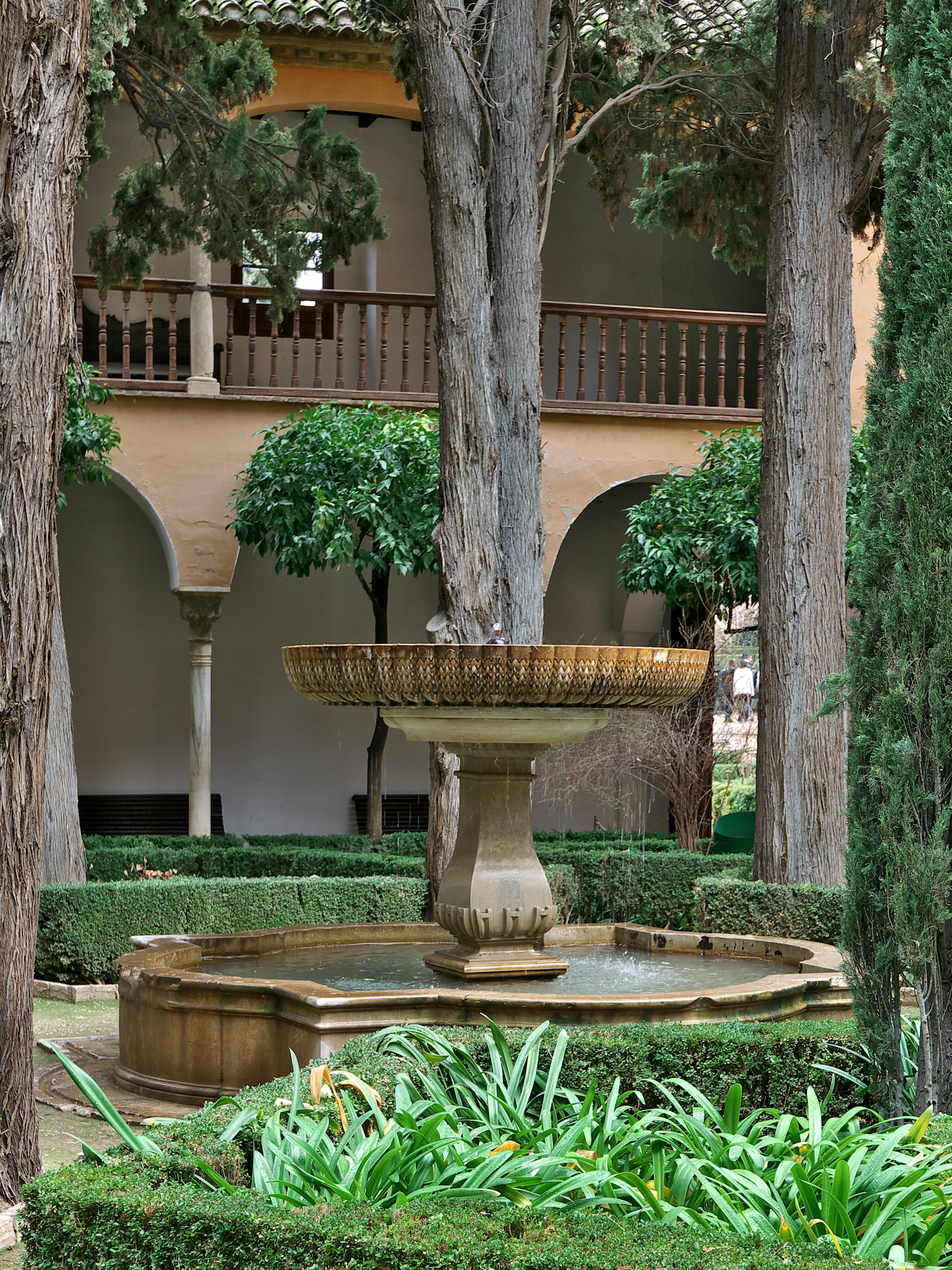 File fuente del patio de lindaraja - Fuentes de patio ...