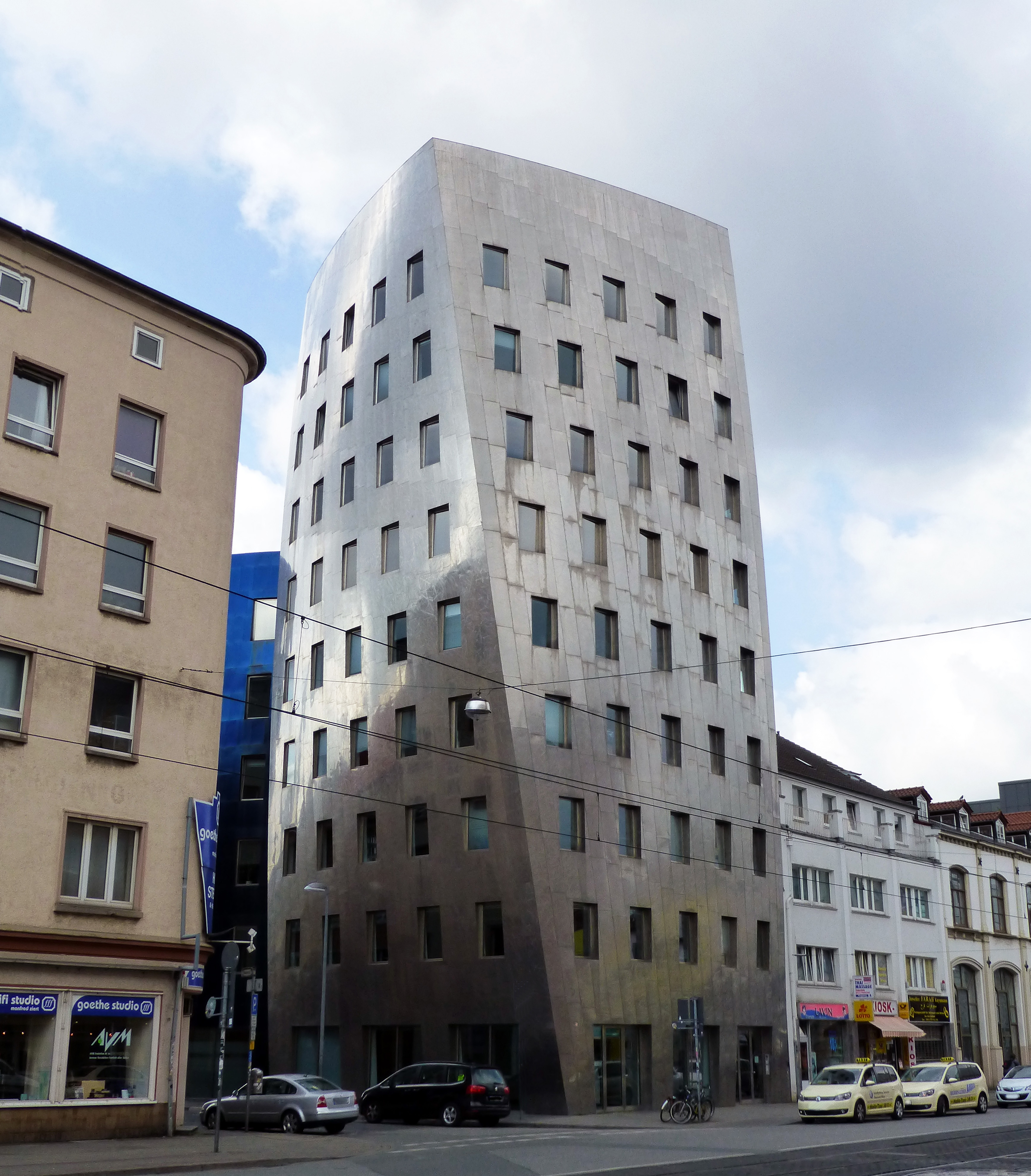 file gehry-tower in hannover jpg