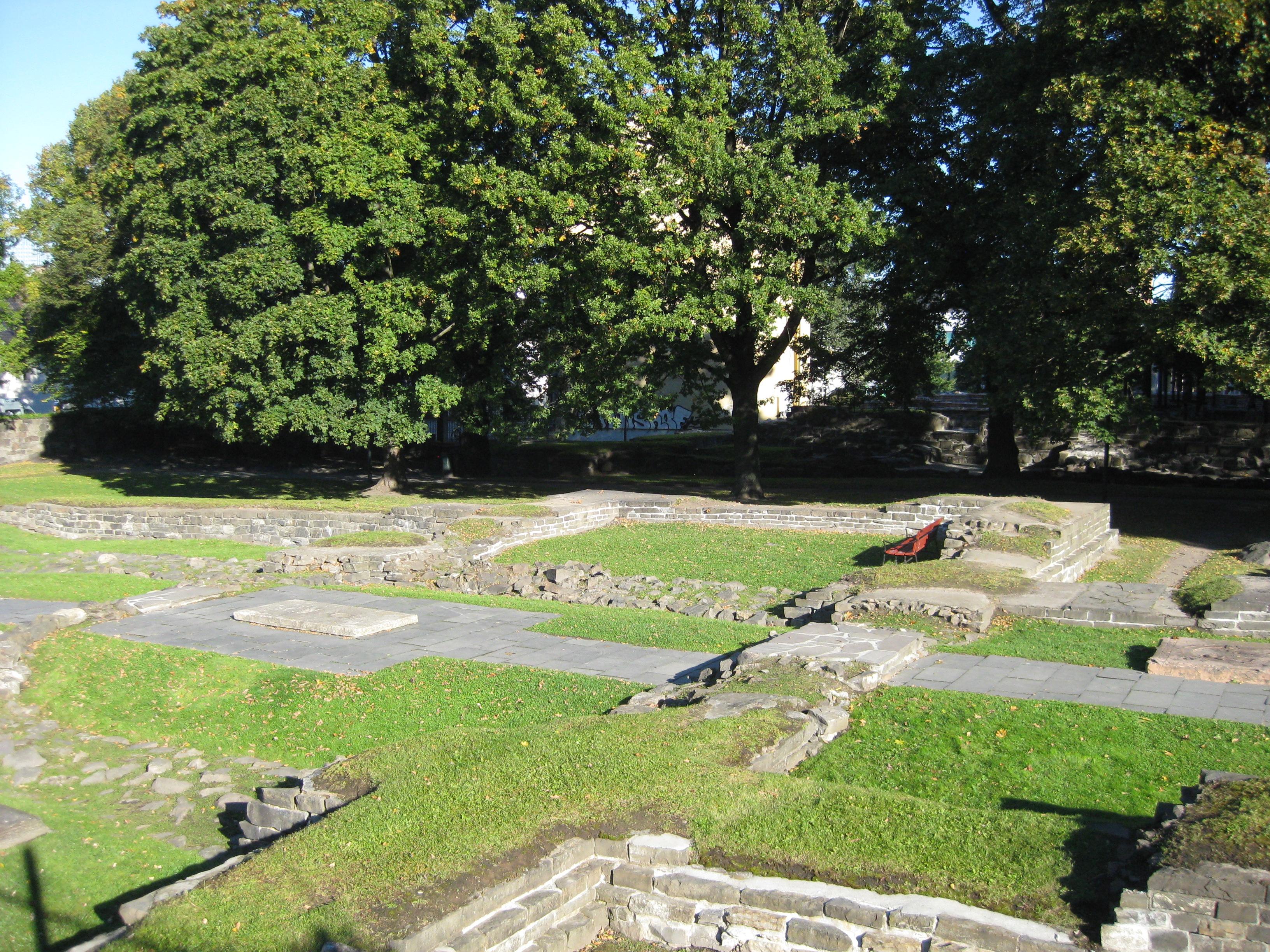 Ruiner av Hallvardskatedralen i Gamlebyen i Oslo