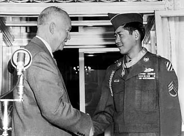 Hiroshi H. Miyamura shaking hands with President Eisenhower after being presented with the Medal of Honor