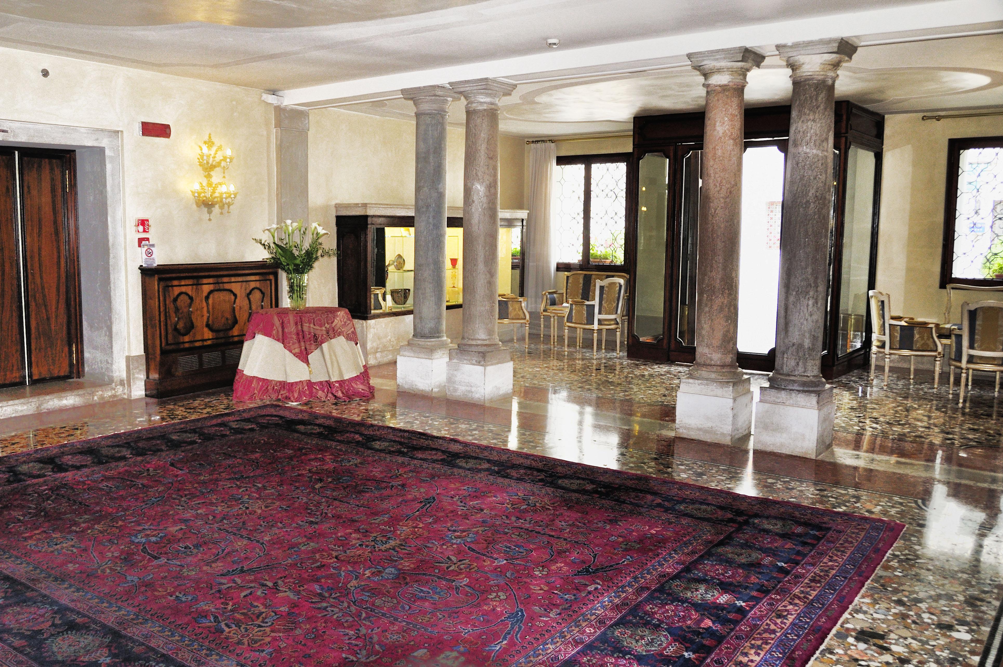 File hotel ca sagredo grand canal rialto venice for Hoteles de lujo en venecia