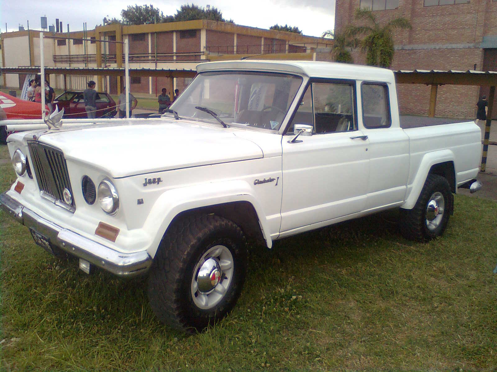 Jeep Wagoneer For Sale >> File:IKA Jeep Gladiator.jpg - Wikimedia Commons