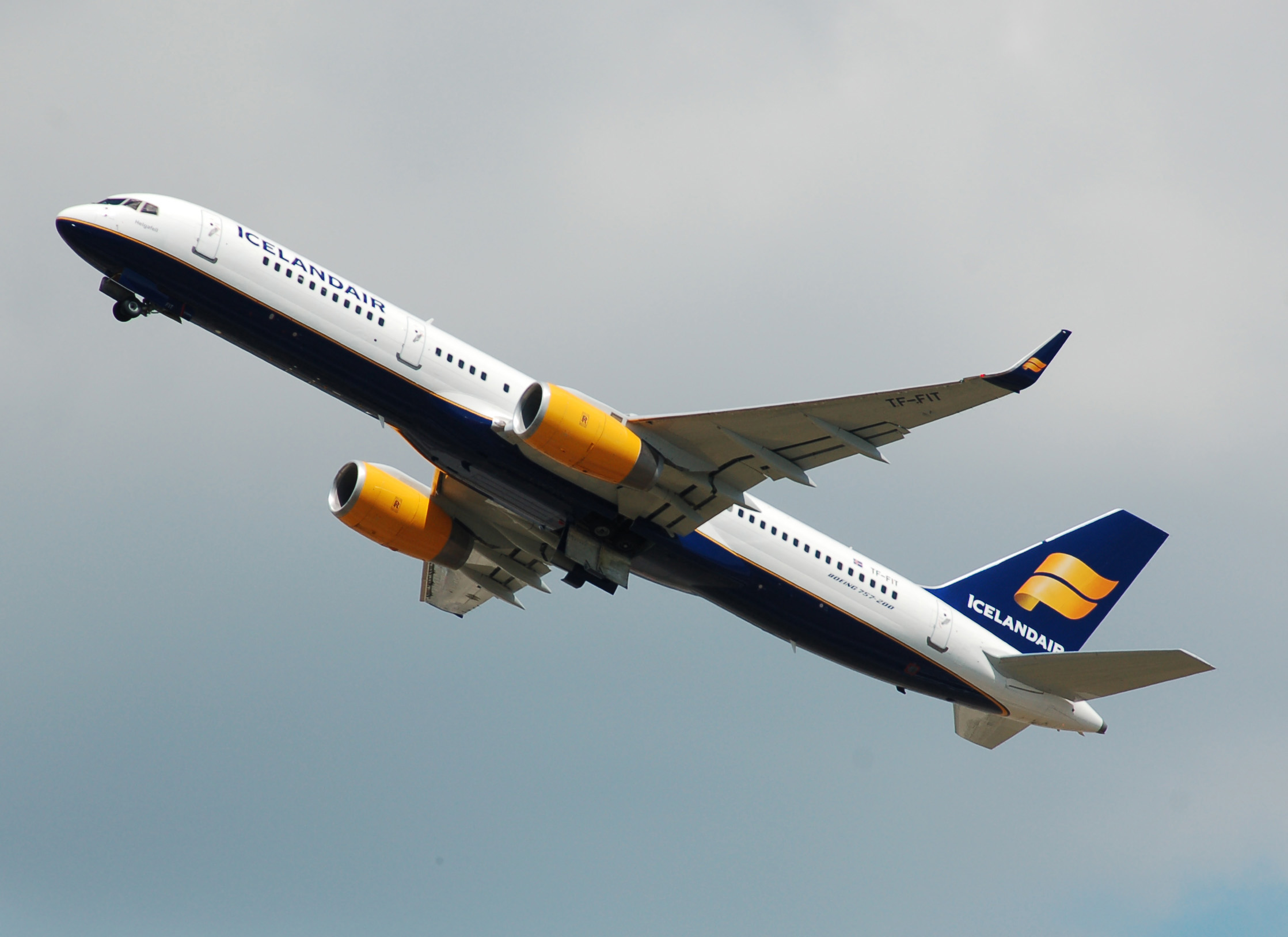 File:Icelandair Boeing 757-200 (TK-FIT) departs London ...  File:Icelandair...