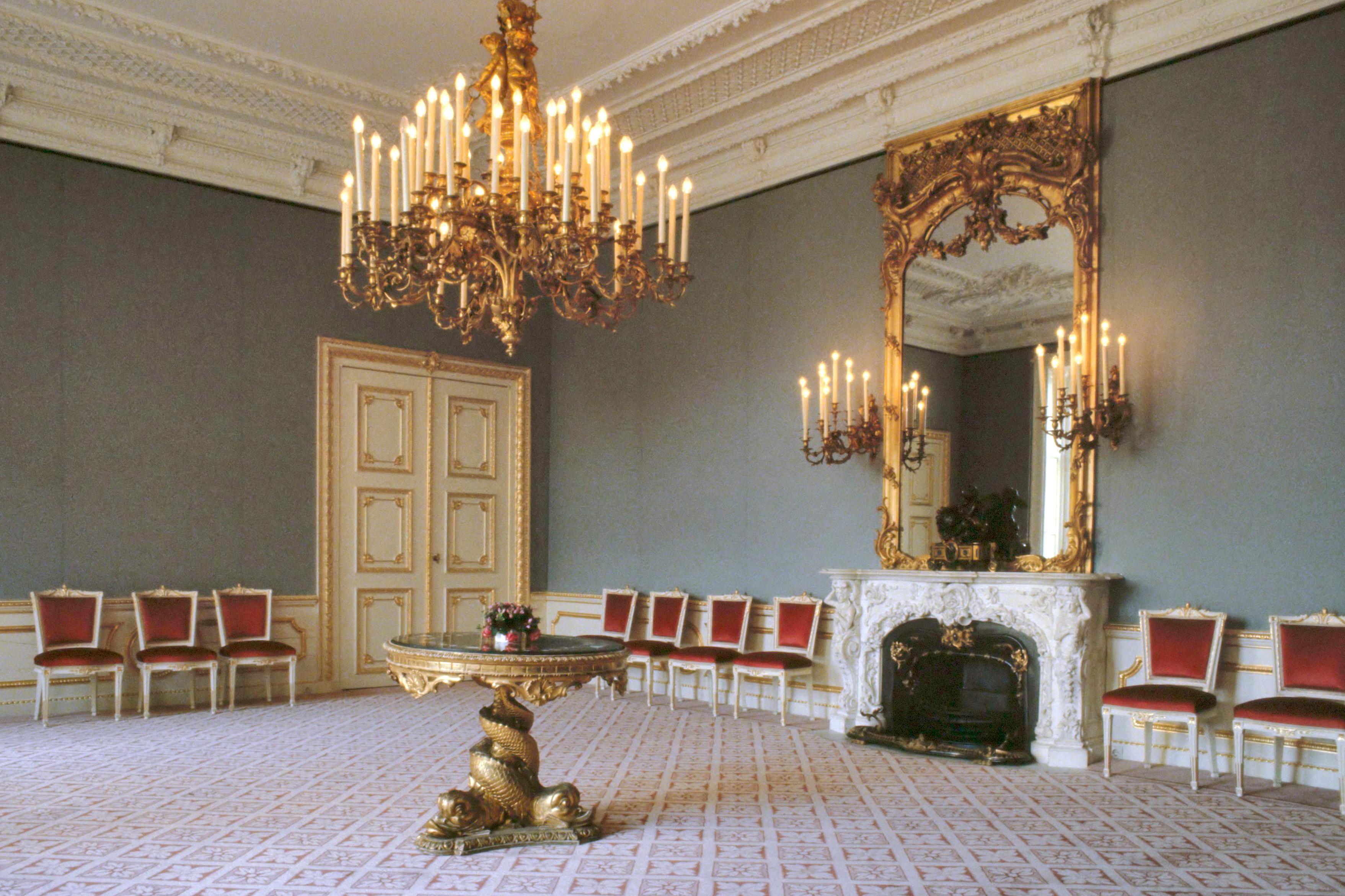 File:Interieur Paleis Noordeinde - ontvangsten vergaderkamer (1984 ...