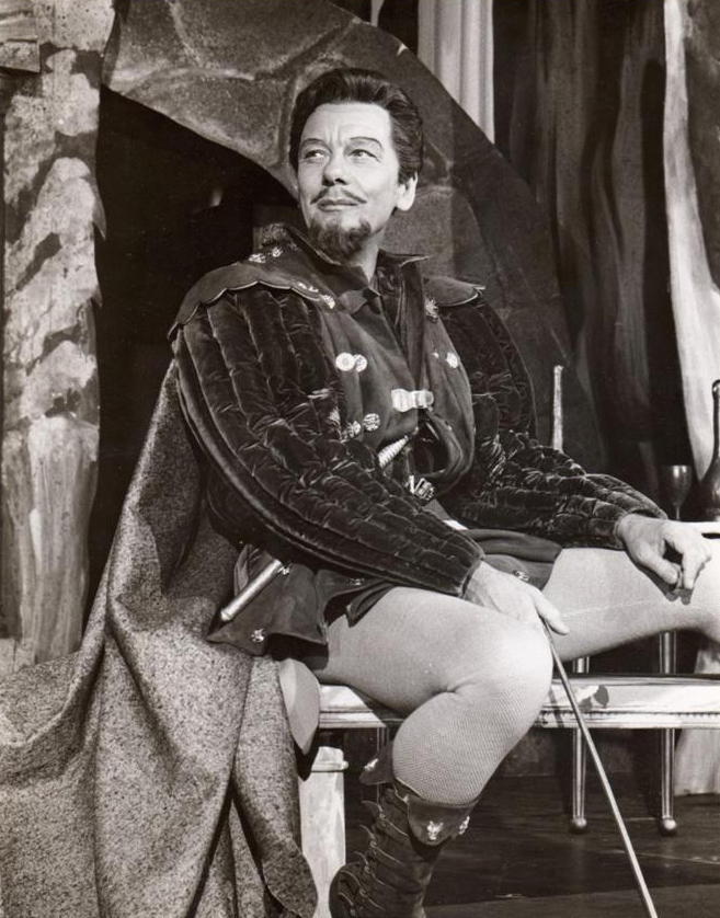 Gielgud as Benedick in ''[[Much Ado About Nothing