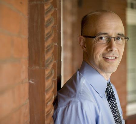 Jim Tucker Věda poodhaluje roušku života po životě