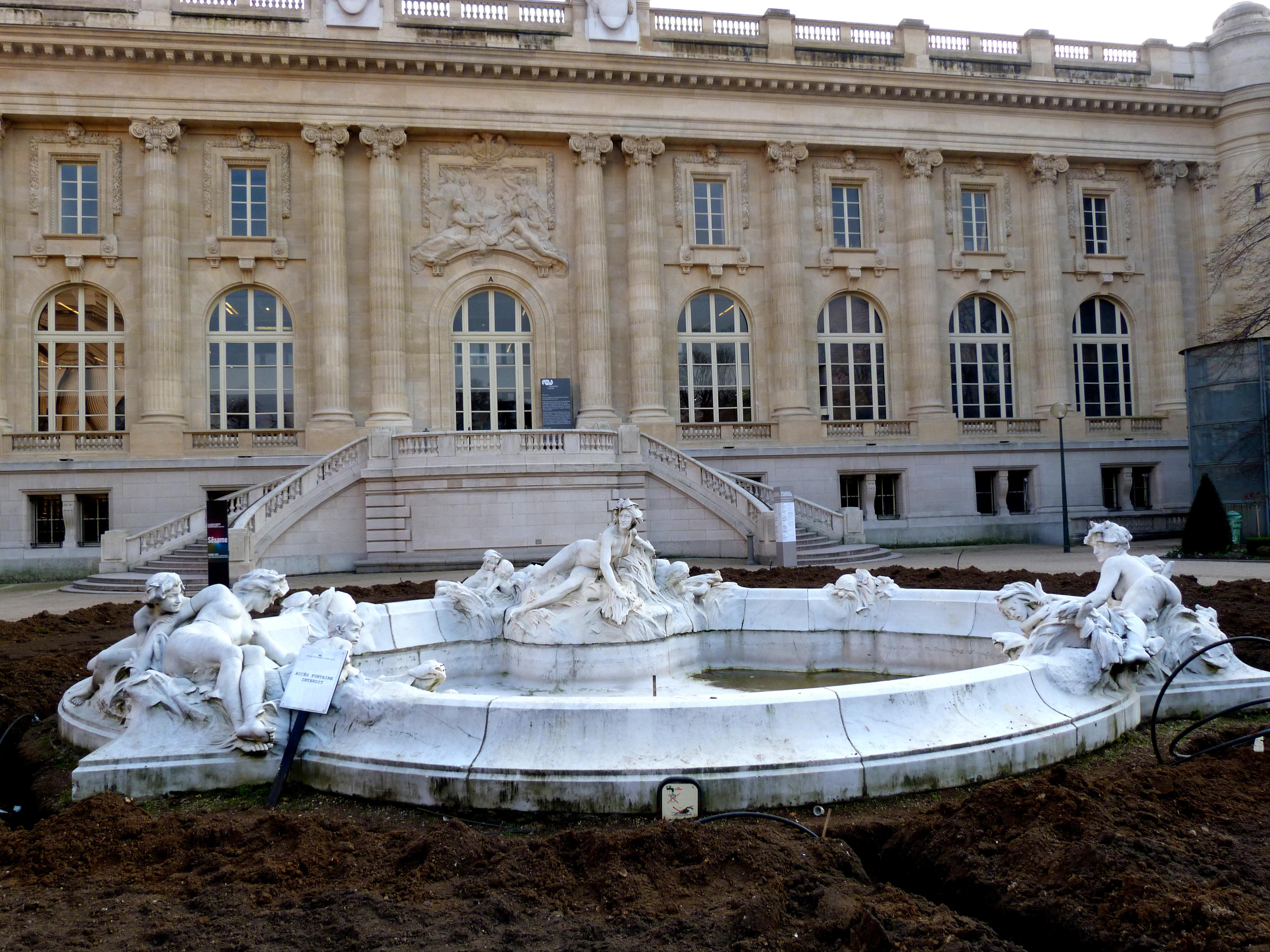 Fontaine miroir d 39 eau la seine et ses affluents wikiwand for Miroir 5 bandes