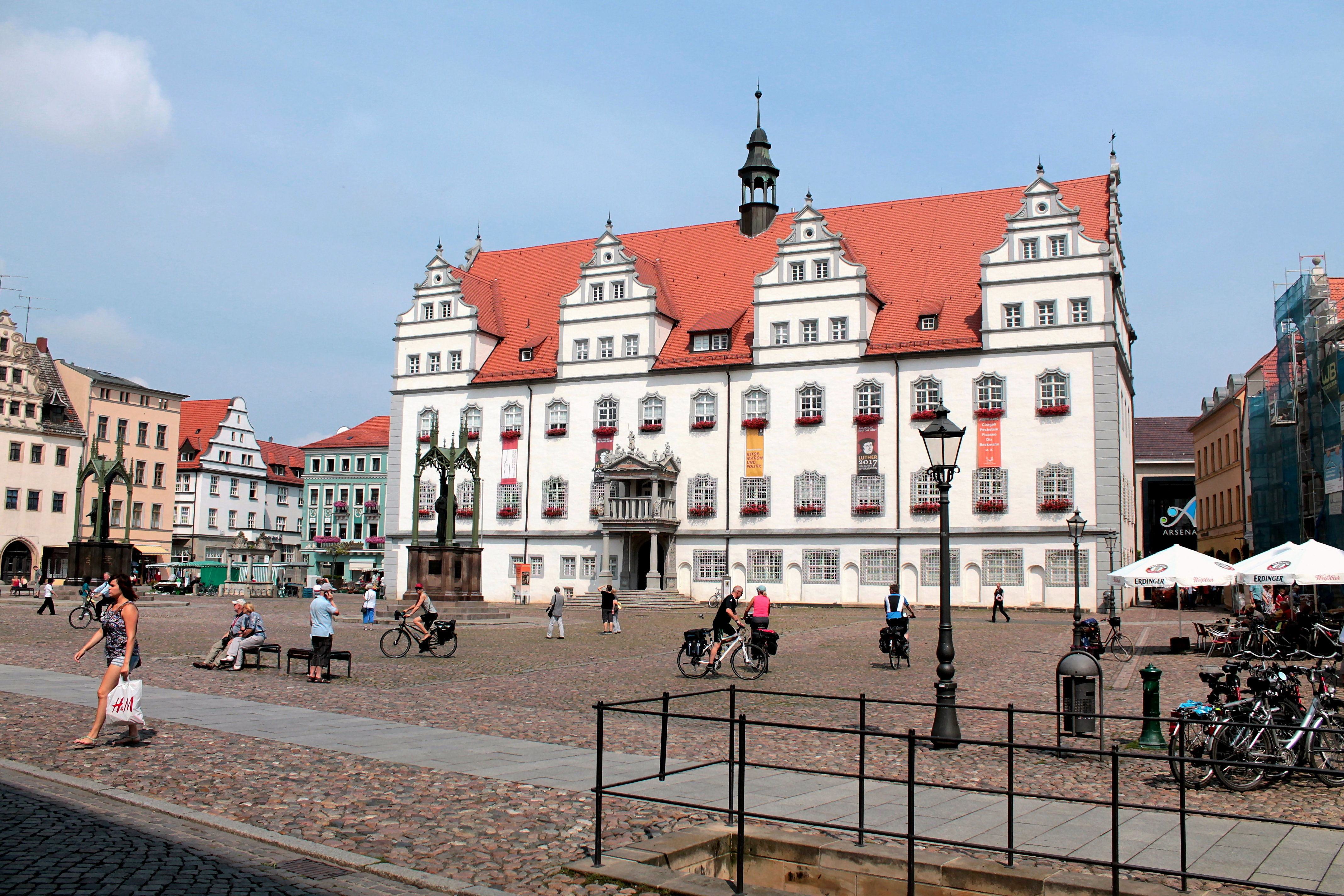 file lutherstadt wittenberg marktplatz mit altem rathaus. Black Bedroom Furniture Sets. Home Design Ideas
