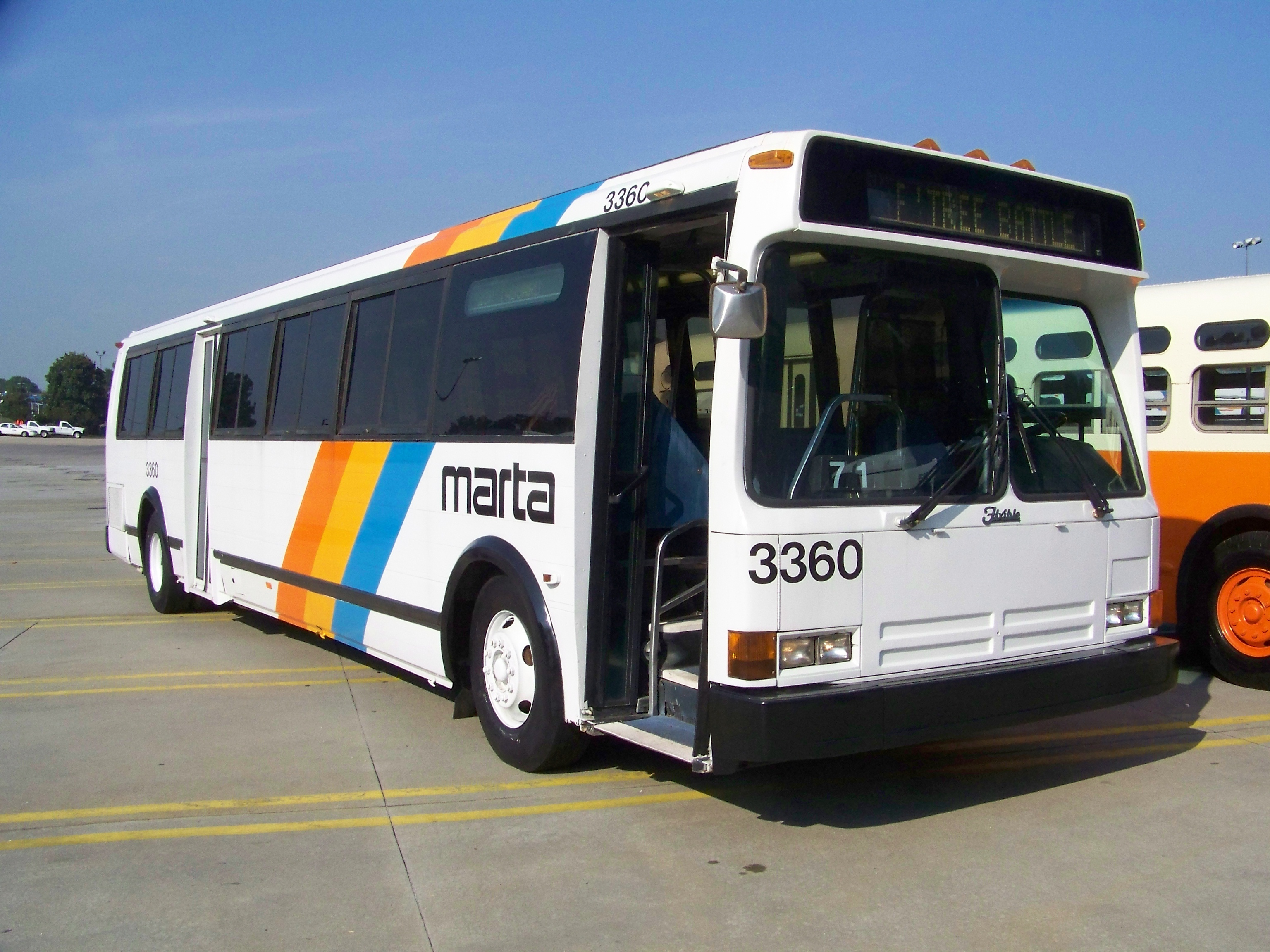 File:MARTA 3360 - preserved 1988 Flxible Metro bus (2014
