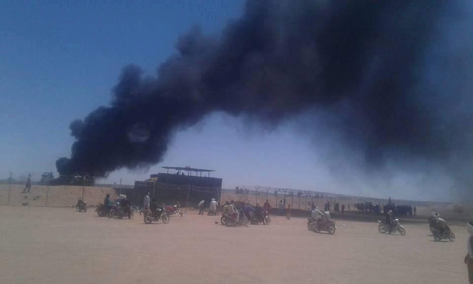 Manifestation devant l'aéroport de Kidal, Mali, 18 avril 2016.jpg