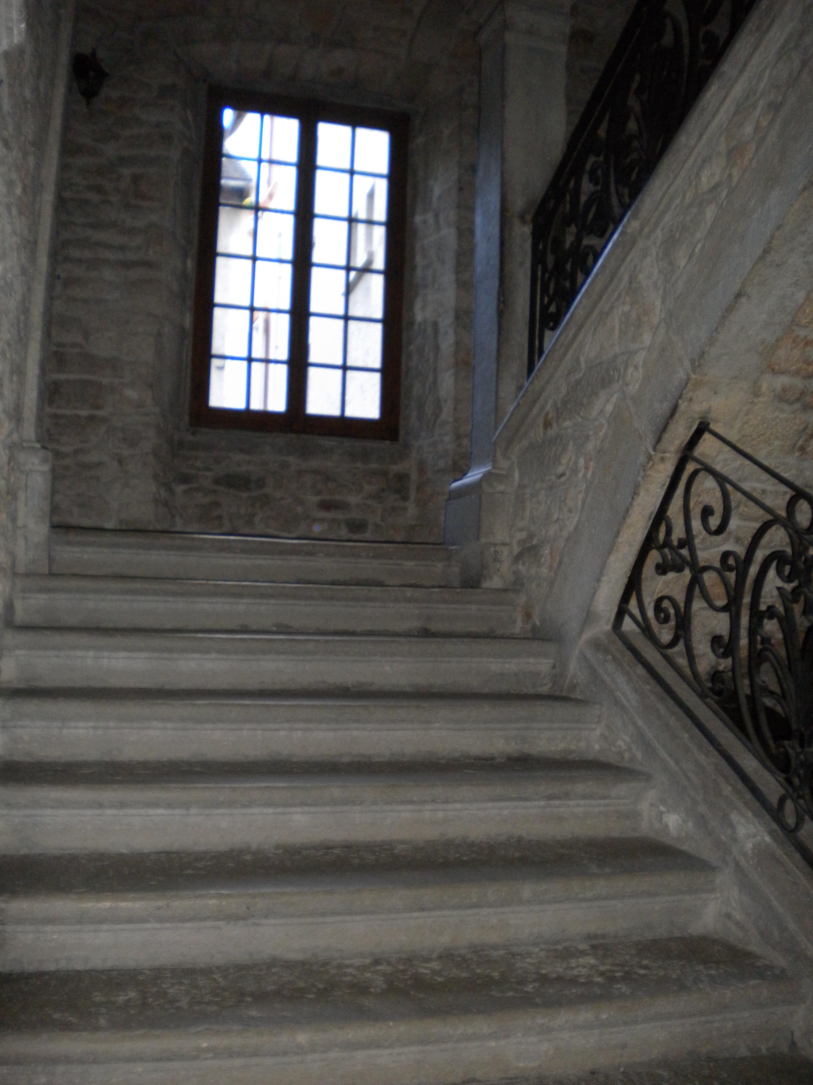 Filemende escalier intérieur maison malgoire de salles 02 jpg