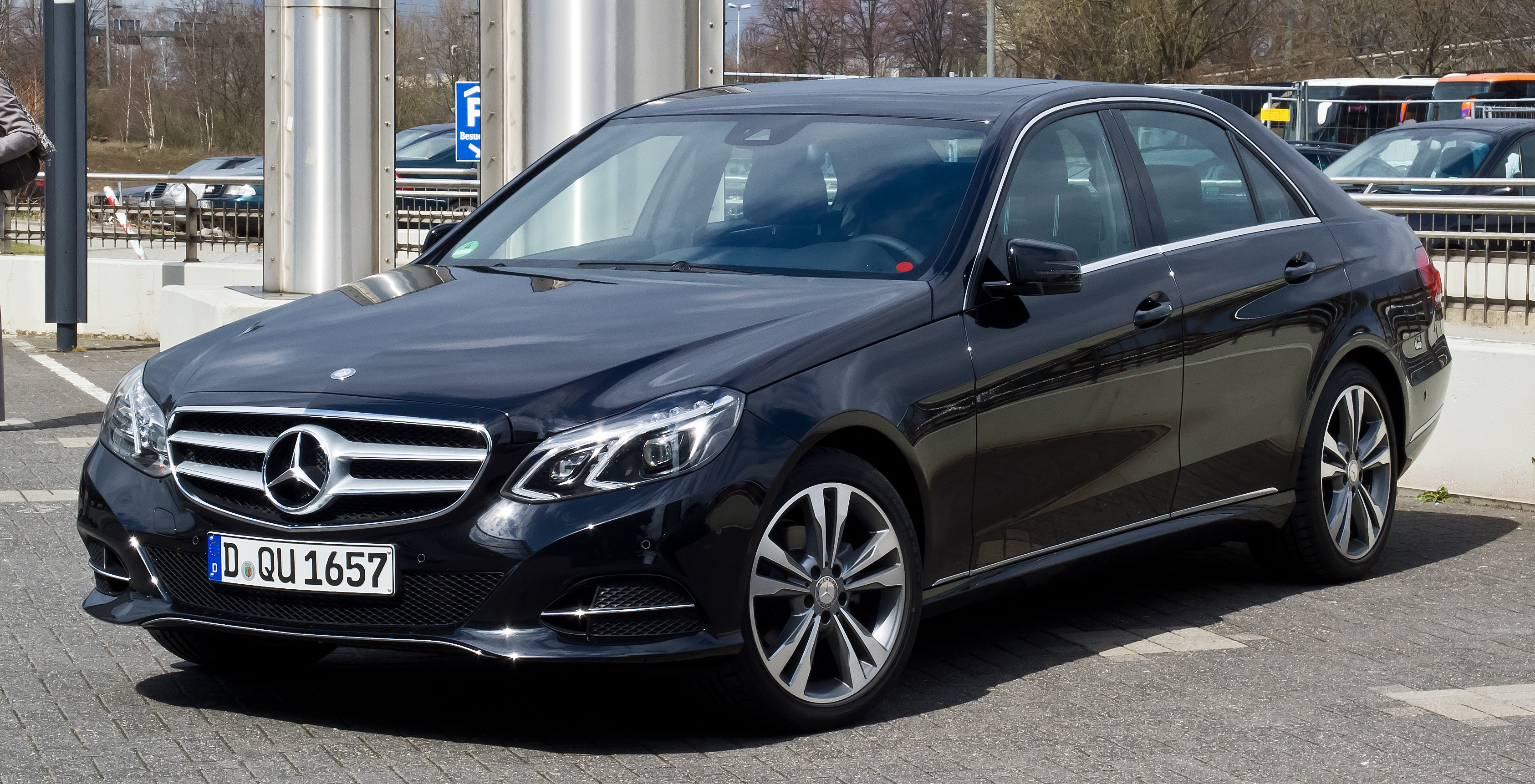 File:Mercedes-Benz E 220 CDI Avantgarde (W 212, Facelift) –