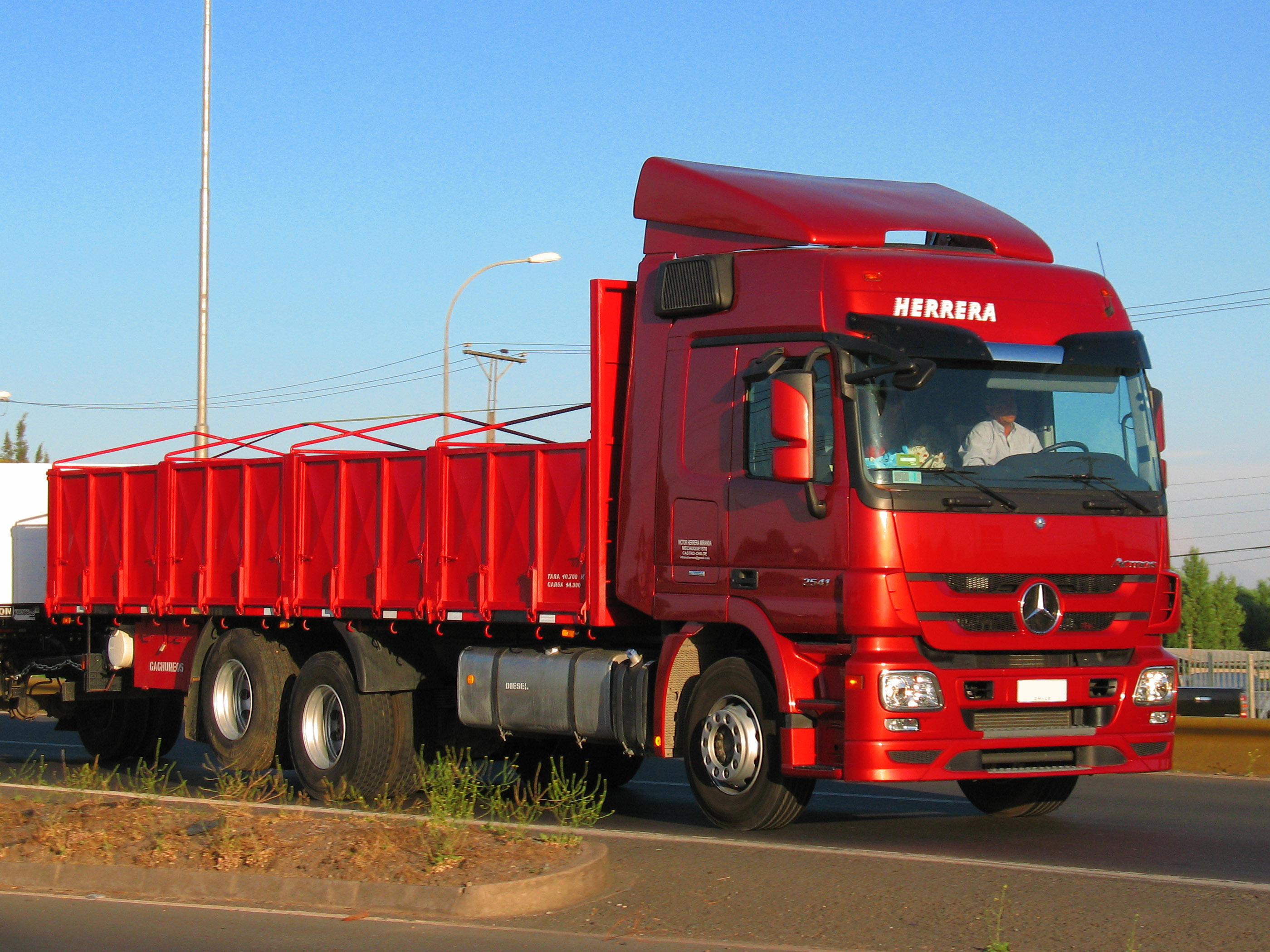 File:Mercedes Benz Actros 2541 2013 (15142350355).jpg