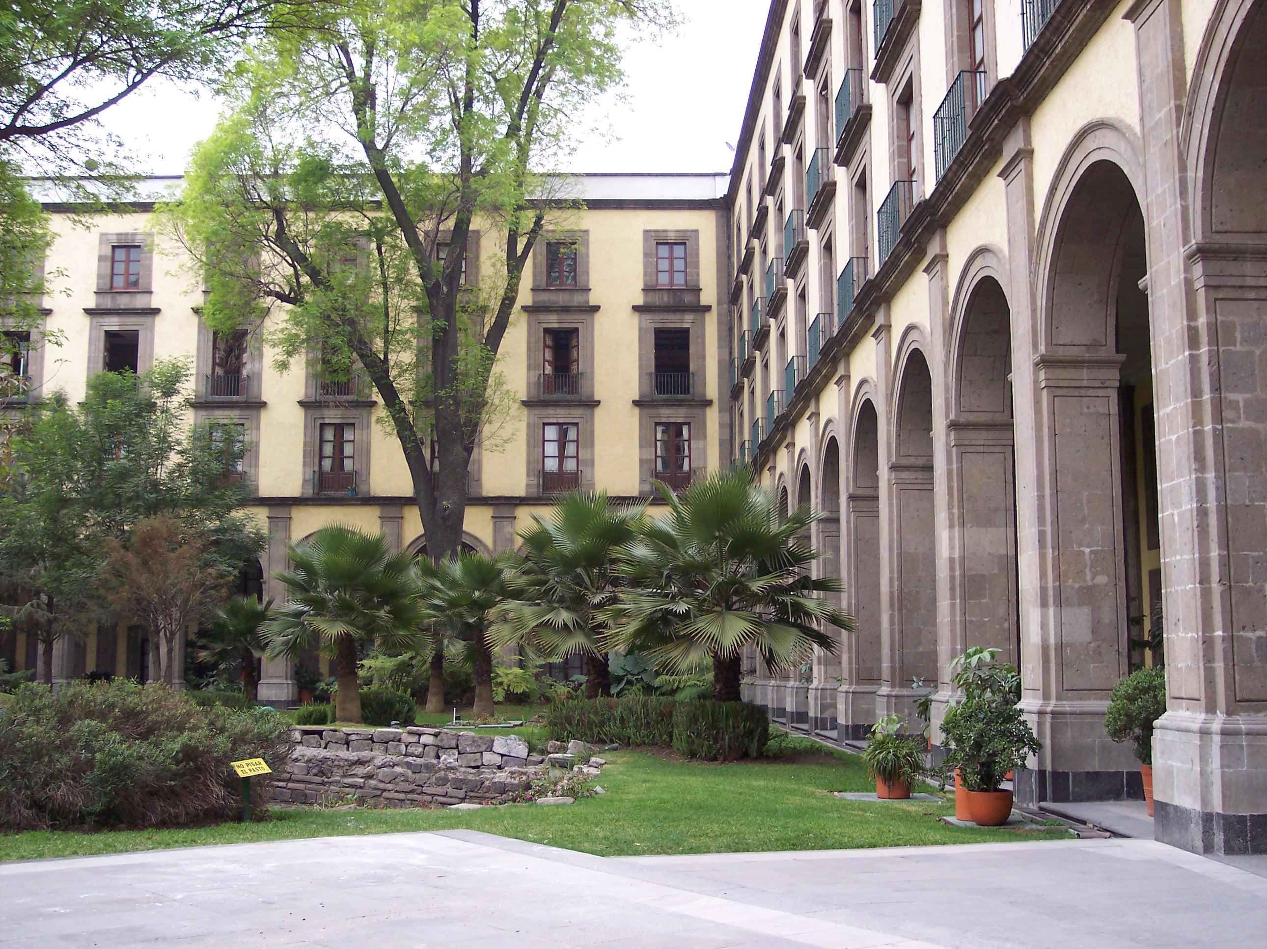 National palace for Capillas de velacion jardin de los pinos