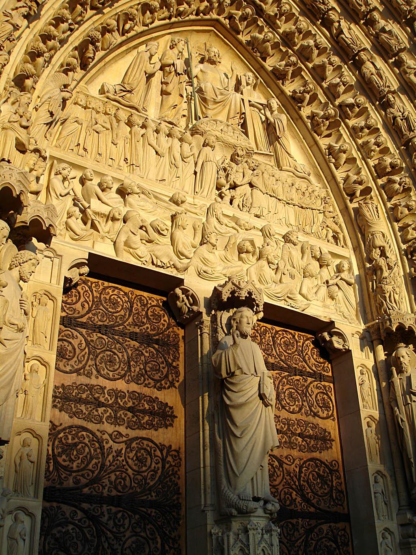 Les 2 portes de la cathédrale faites par le ferronnier