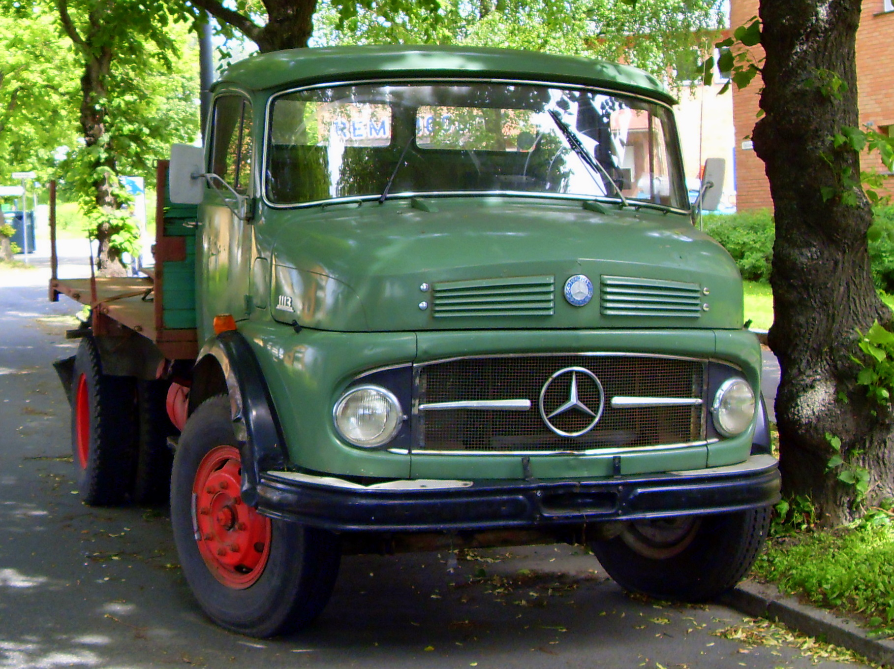 File:Oslo - Mercedes-Benz 1113.jpg