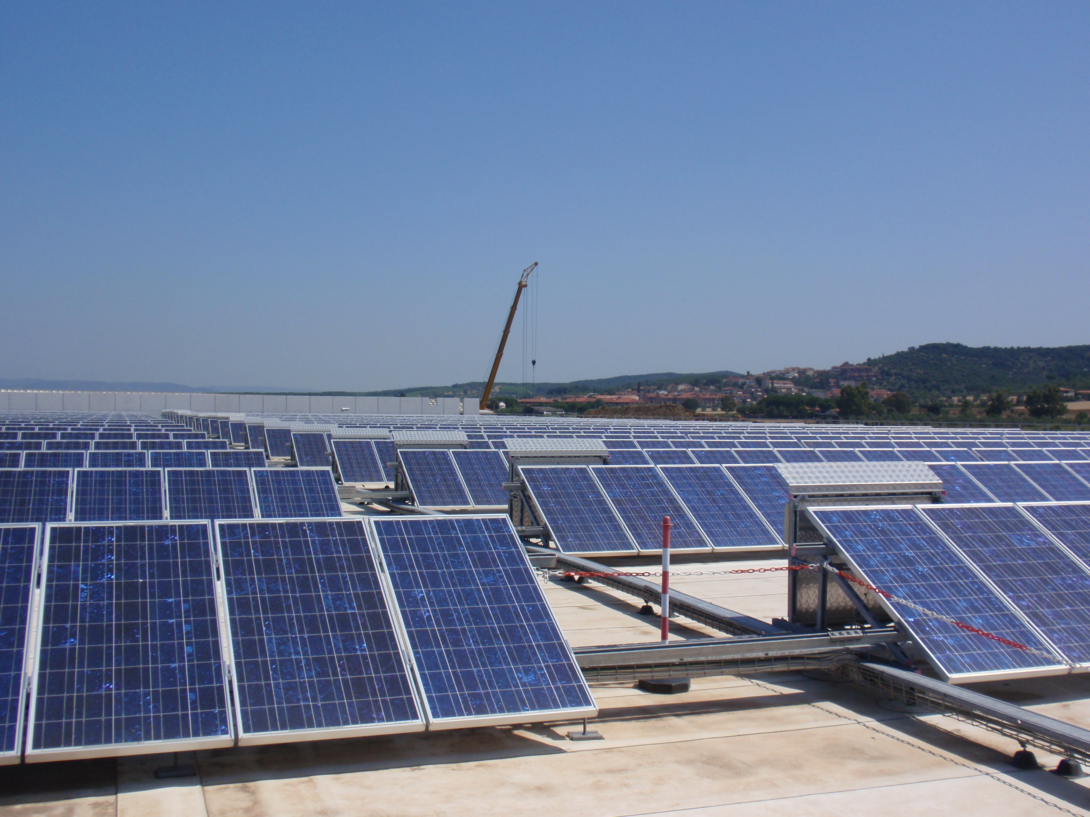 Pannello Solare Fotovoltaico Integrato : File pannelli solari unicoop tirreno g wikimedia commons