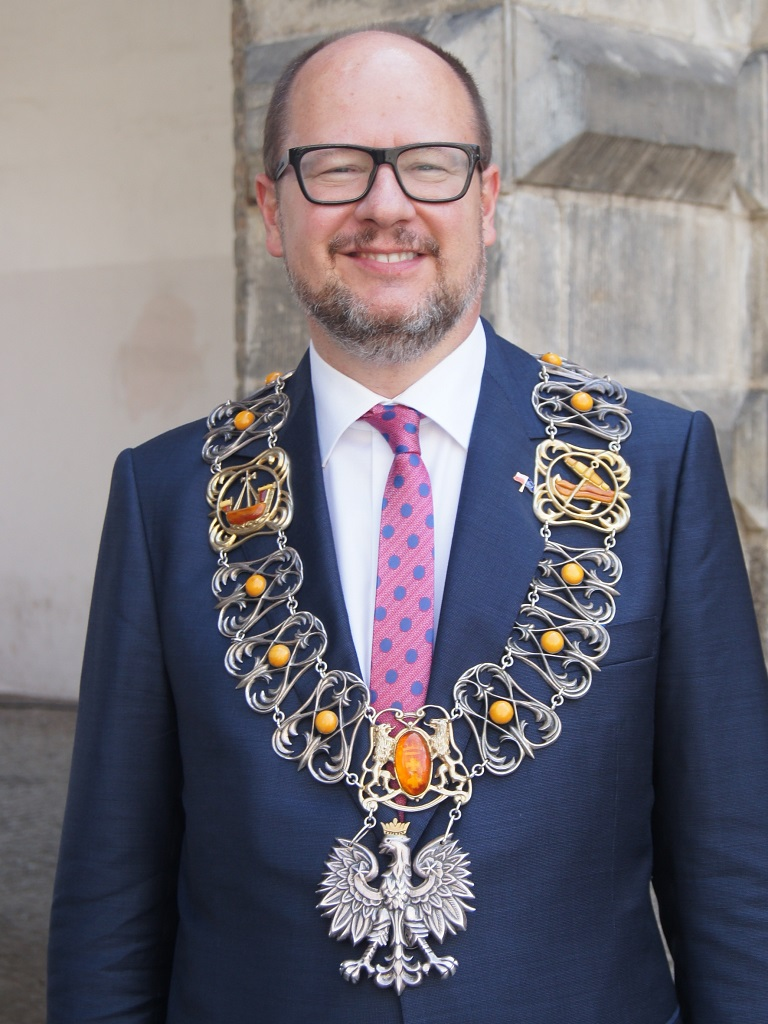 https://upload.wikimedia.org/wikipedia/commons/5/53/Pawel_Adamowicz_-_Prezydent_Gdanska.jpg