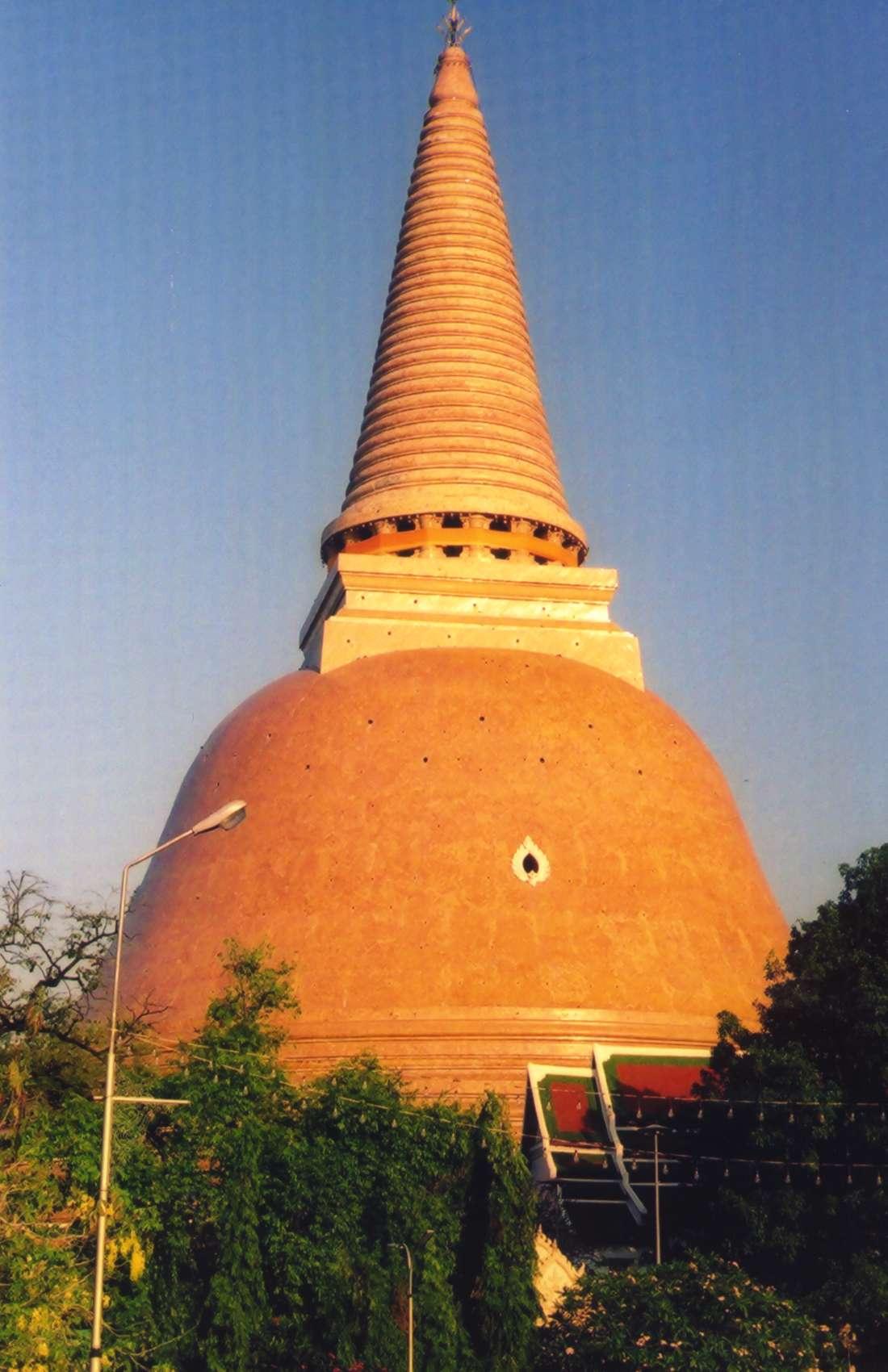 File:Phra Pathom Chedi.jpg - Wikimedia Commons