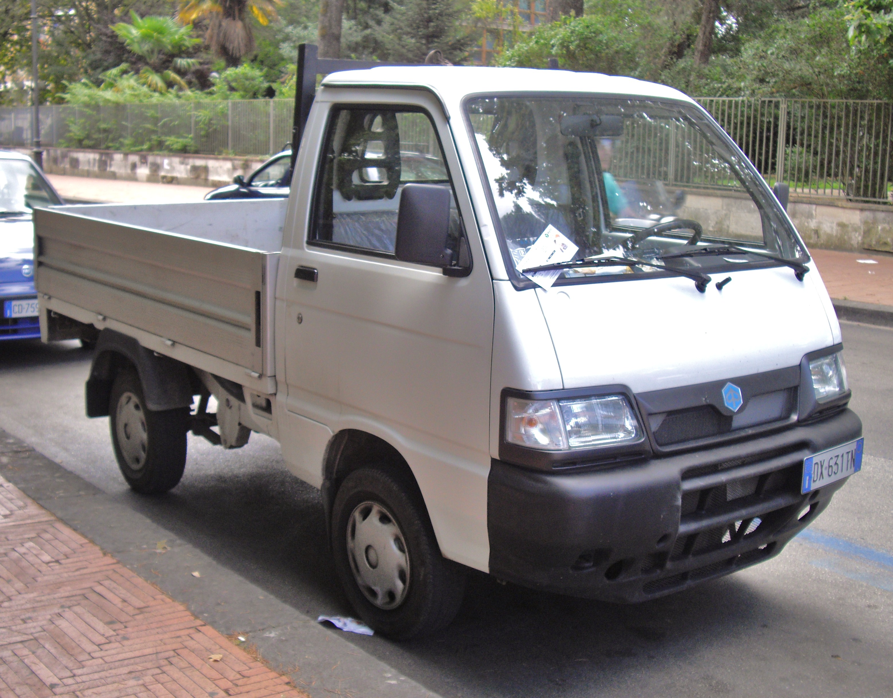 file:piaggio porter pick up - wikimedia commons