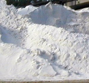 Quartz sand (silica) as main raw material for commercial glass production - Silicon dioxide