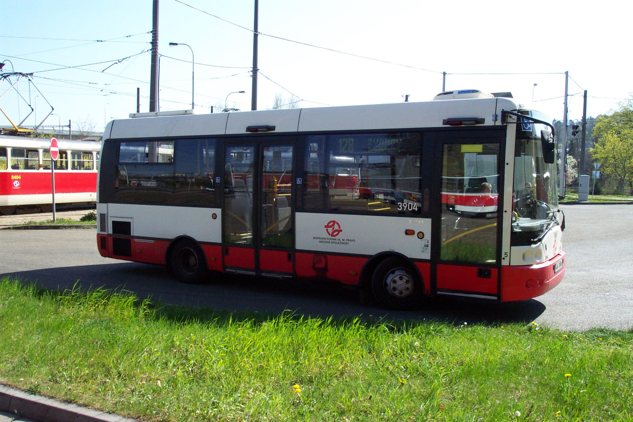 File praha hlubo epy autobus ikarus e91 jpg wikimedia for Ikarus