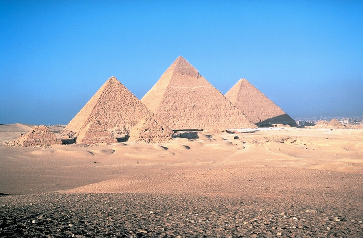 http://upload.wikimedia.org/wikipedia/commons/5/53/Pyramids_of_Egypt1.jpg