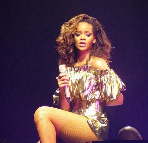 File:Rihanna, LOUD Tour, Belfast cropped.jpg - Wikimedia Commons