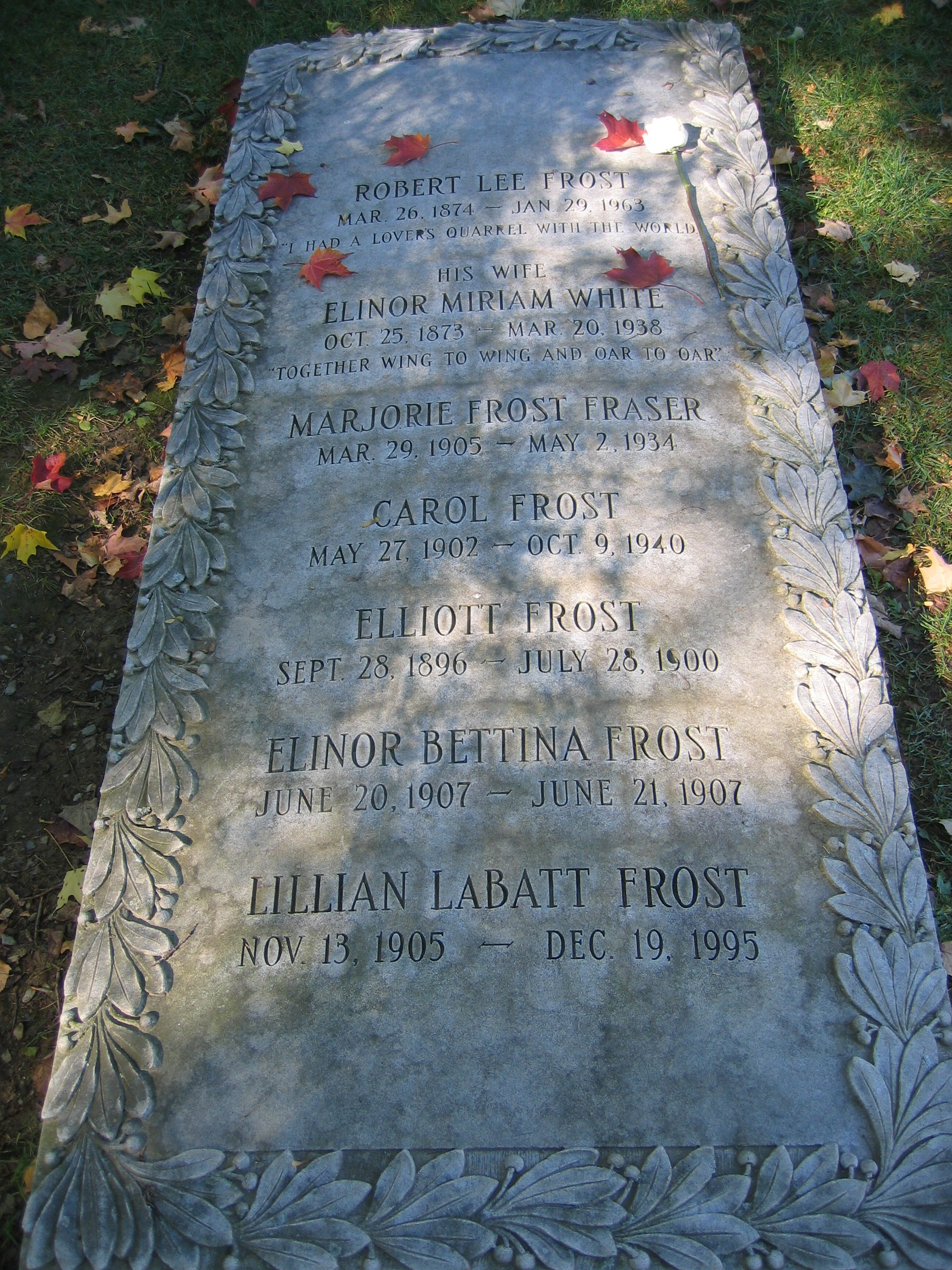 robert frost the frost family grave in bennington old cemetery