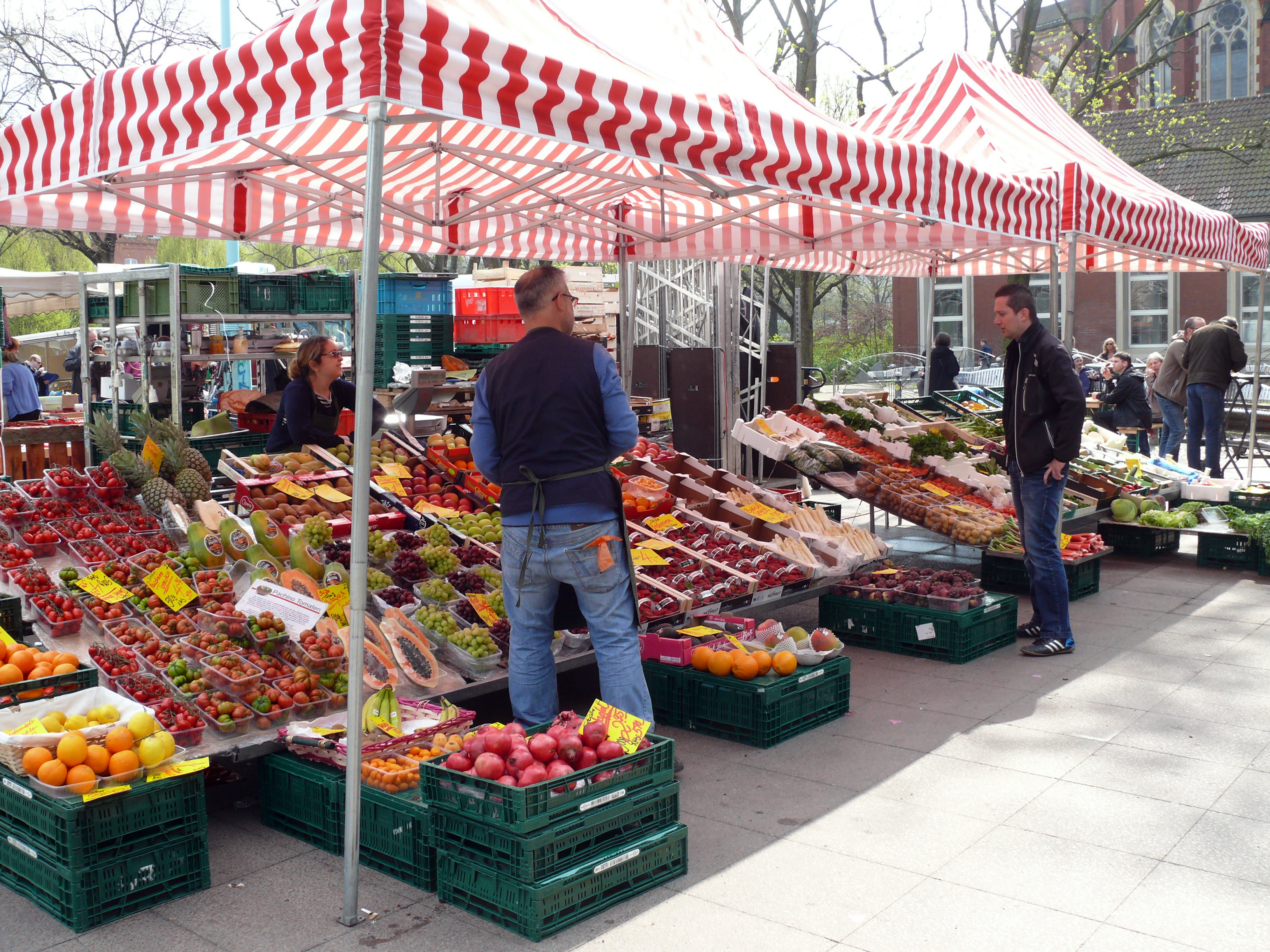 Must-see places: Winterfeldplatz Markt in Berlin, a traditional farmer's market.