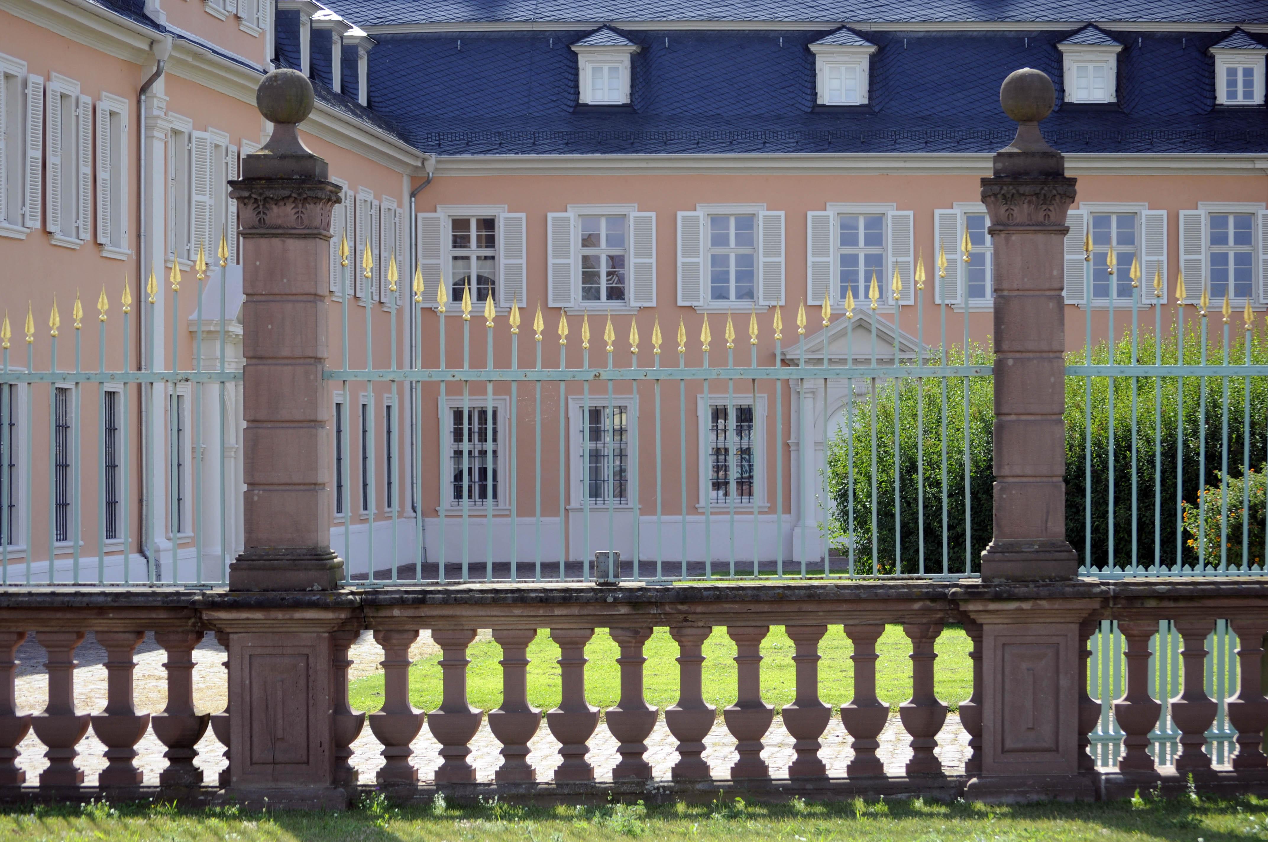 File:Schloss Schwetzingen, Zaun.JPG - Wikimedia Commons