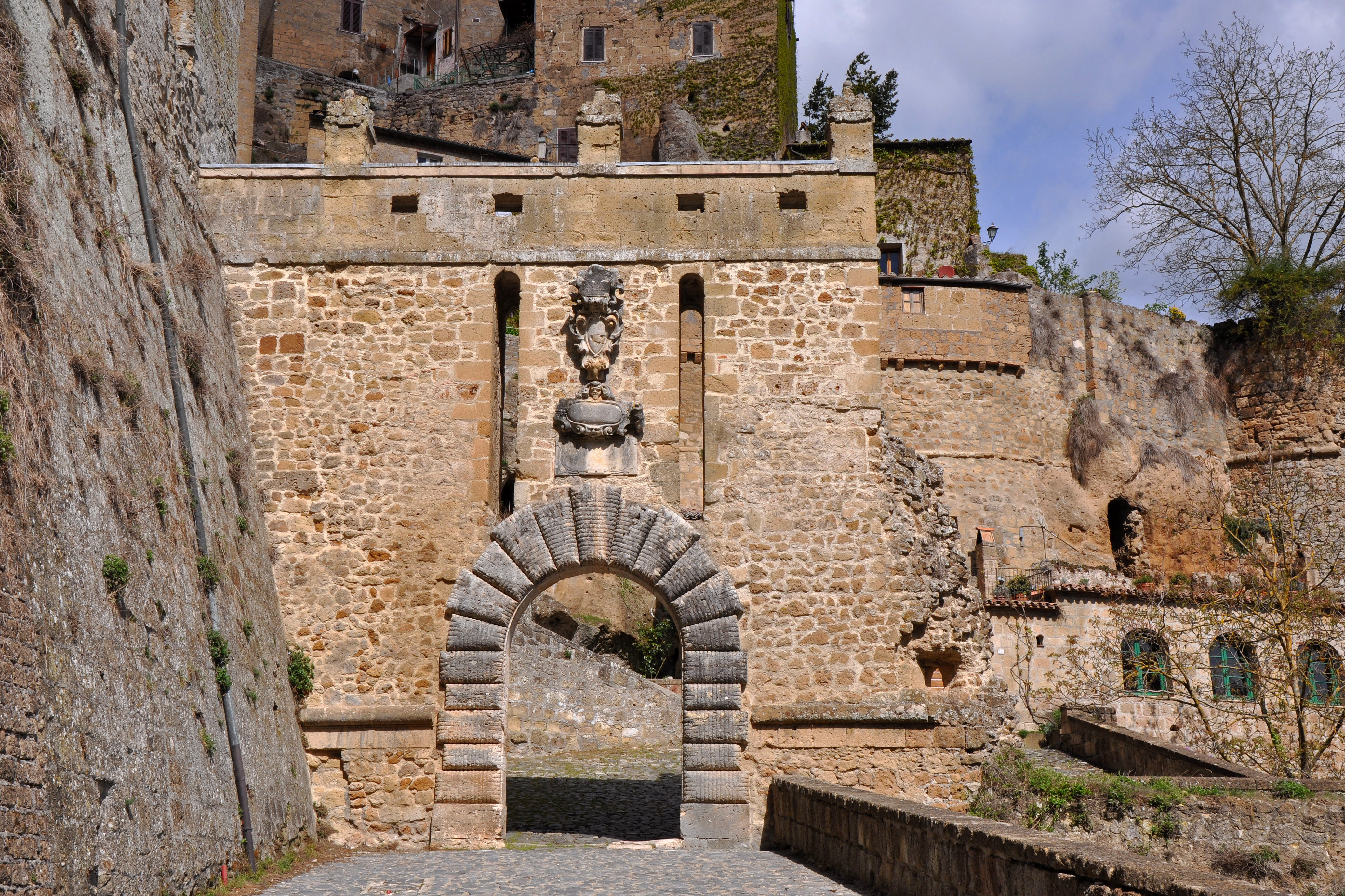 Sorano - Porta dei Merli - zoom.jpg