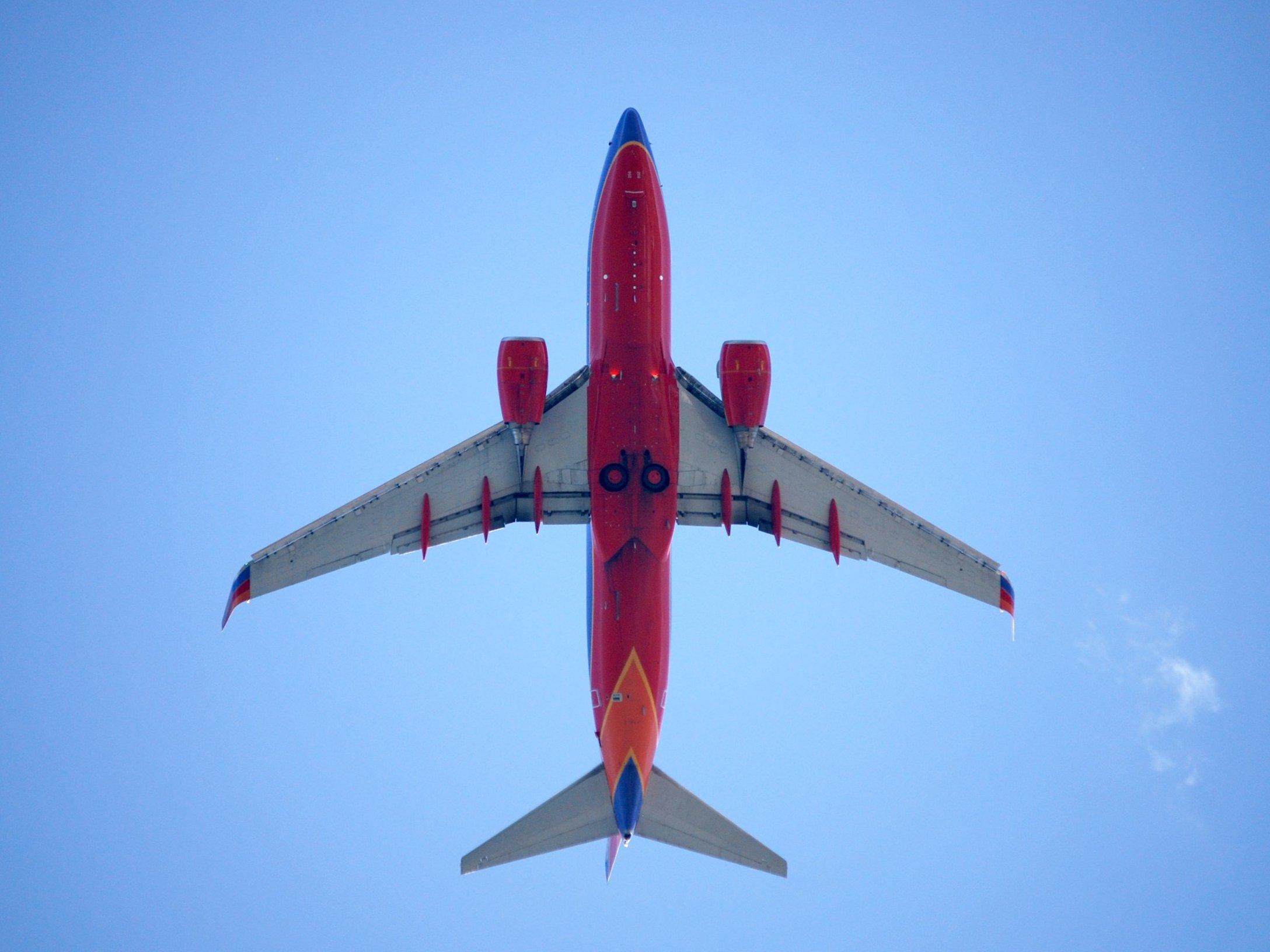 Resultado de imagen de Boeing 737-800 view low