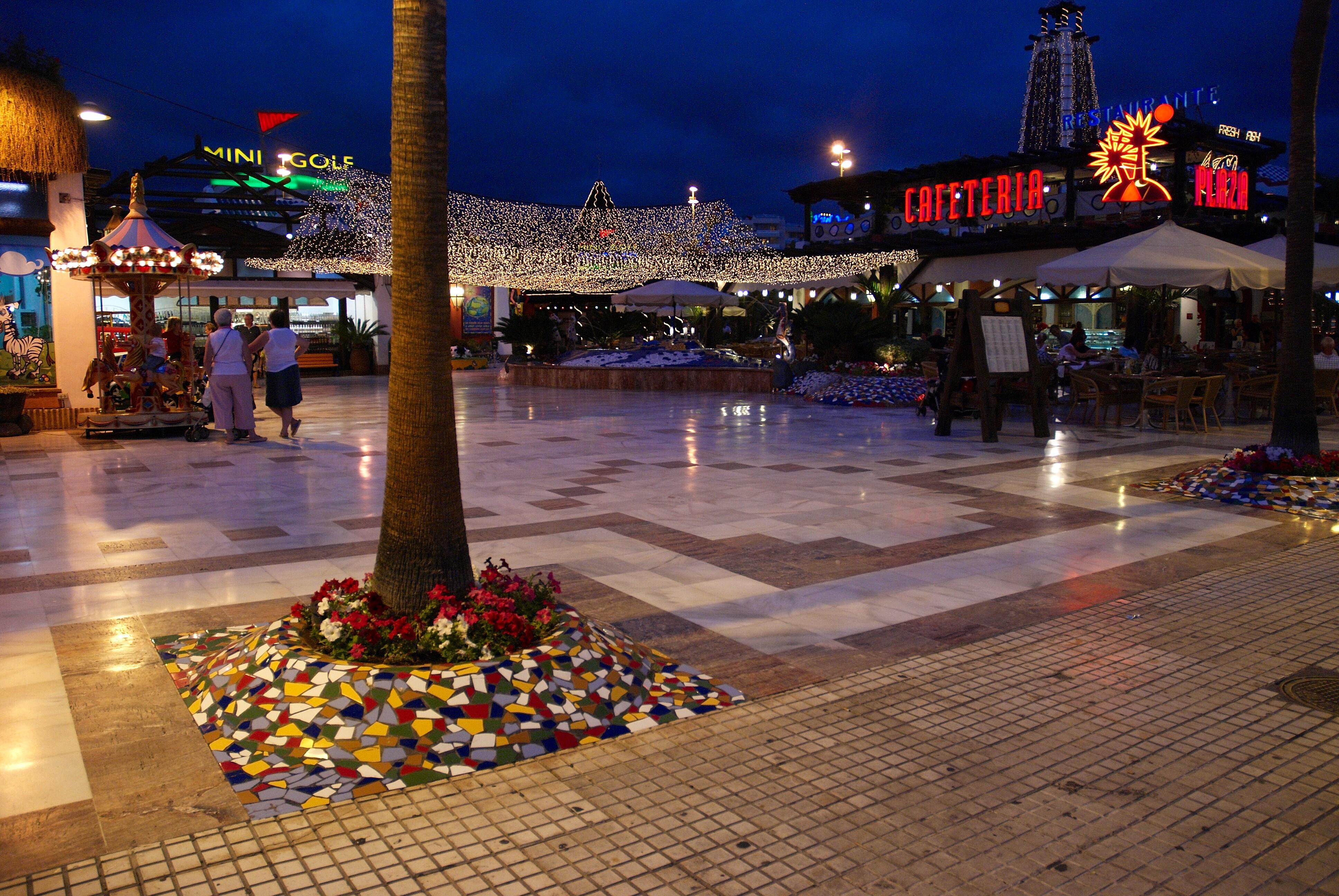 File tenerife avenue americas wikimedia commons for Capodanno alle canarie
