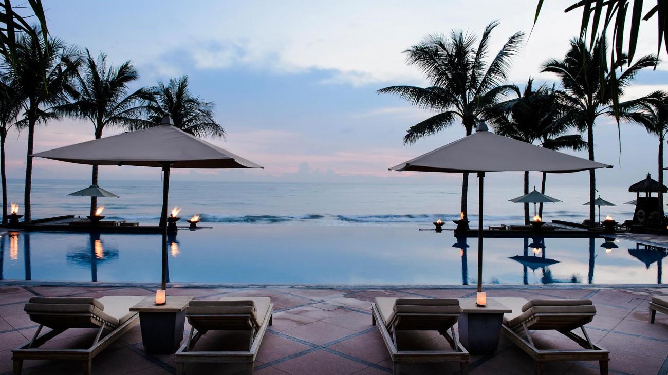 The Legian Bali-Overview-Infinity-Pool-Sunset.jpg