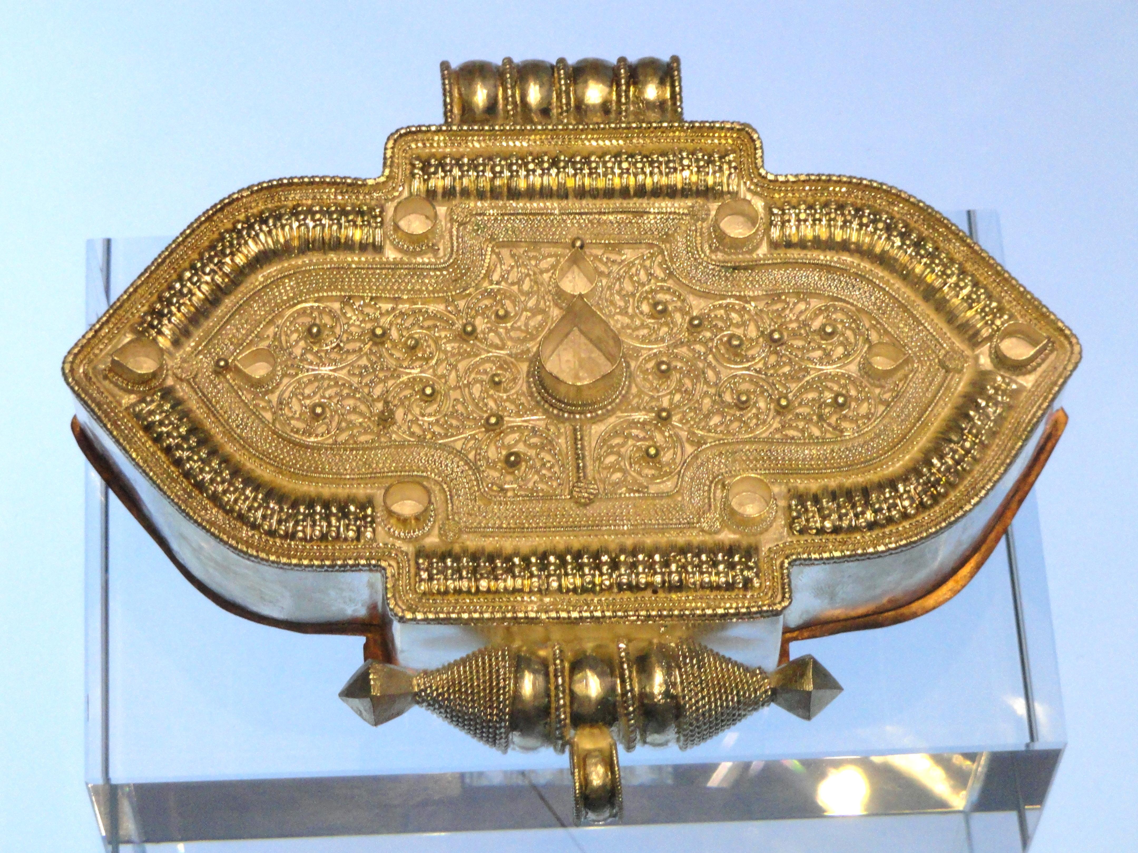 File:Tibetan amulet case (silver) - Yunnan Provincial Museum
