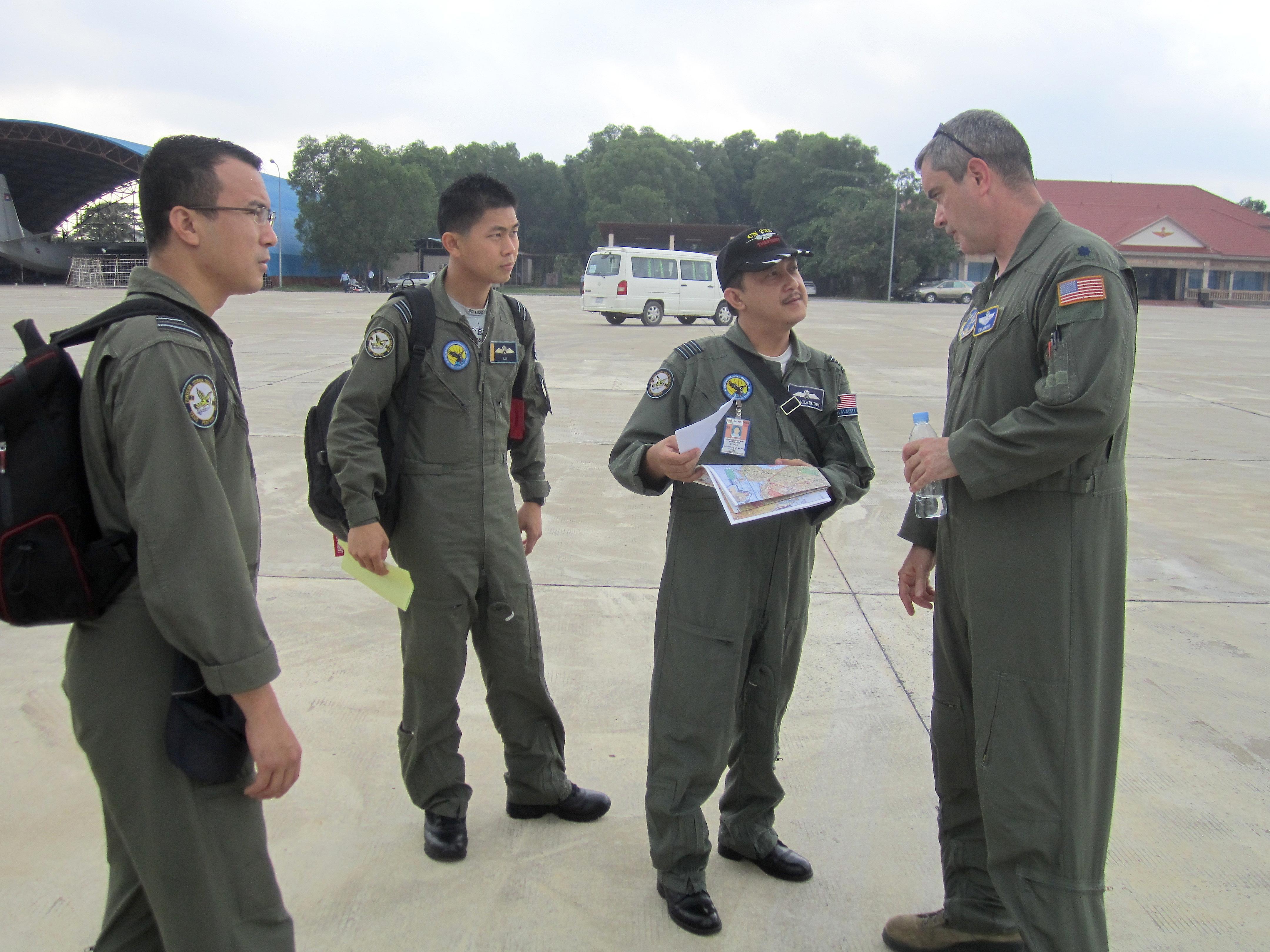 File:U.S. Air Force Lt. Col. Tim Murphy, right, a C 130