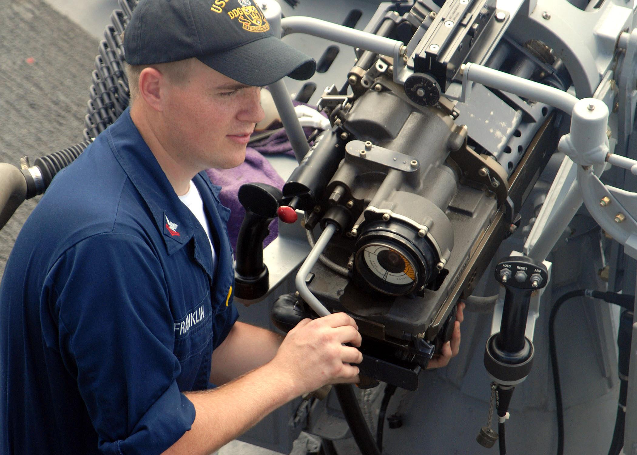 fileus navy 070206 n 4973a 021 electronics technician 2nd class franklin