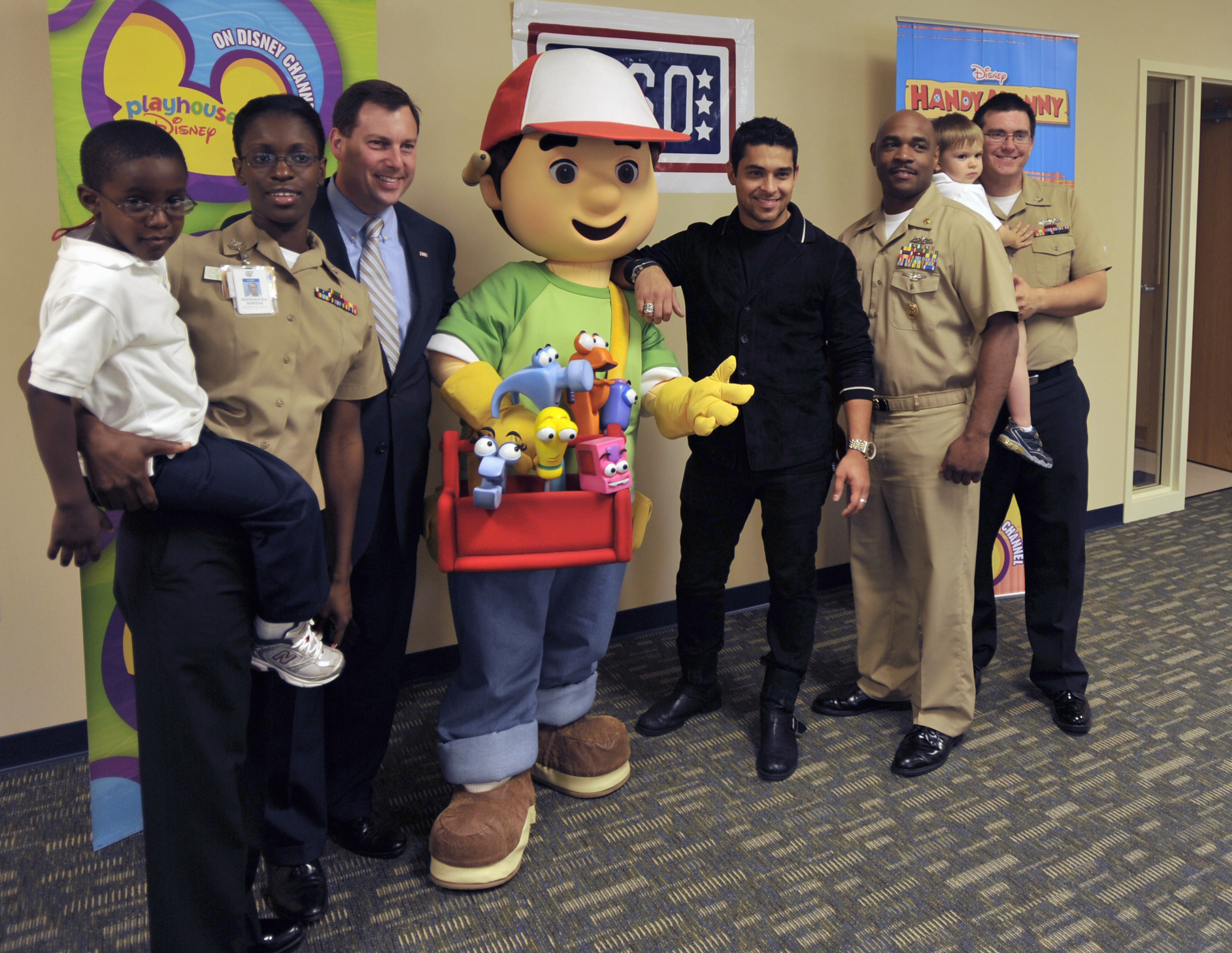 File Us Navy 090922 N 1232m 002 Actor Wilmer Valderrama The Voice Of Handy Manny On A Disney Animated Children S Show Visited With Students At Training