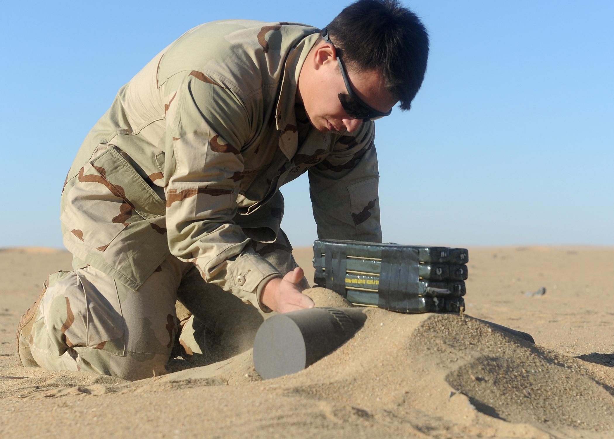 File:US Navy 111213-N-BA263-569 Explosive Ordnance Disposal (EOD ...