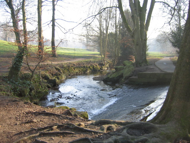 Weir on Meanwood Beck - geograph.org.uk - 686520