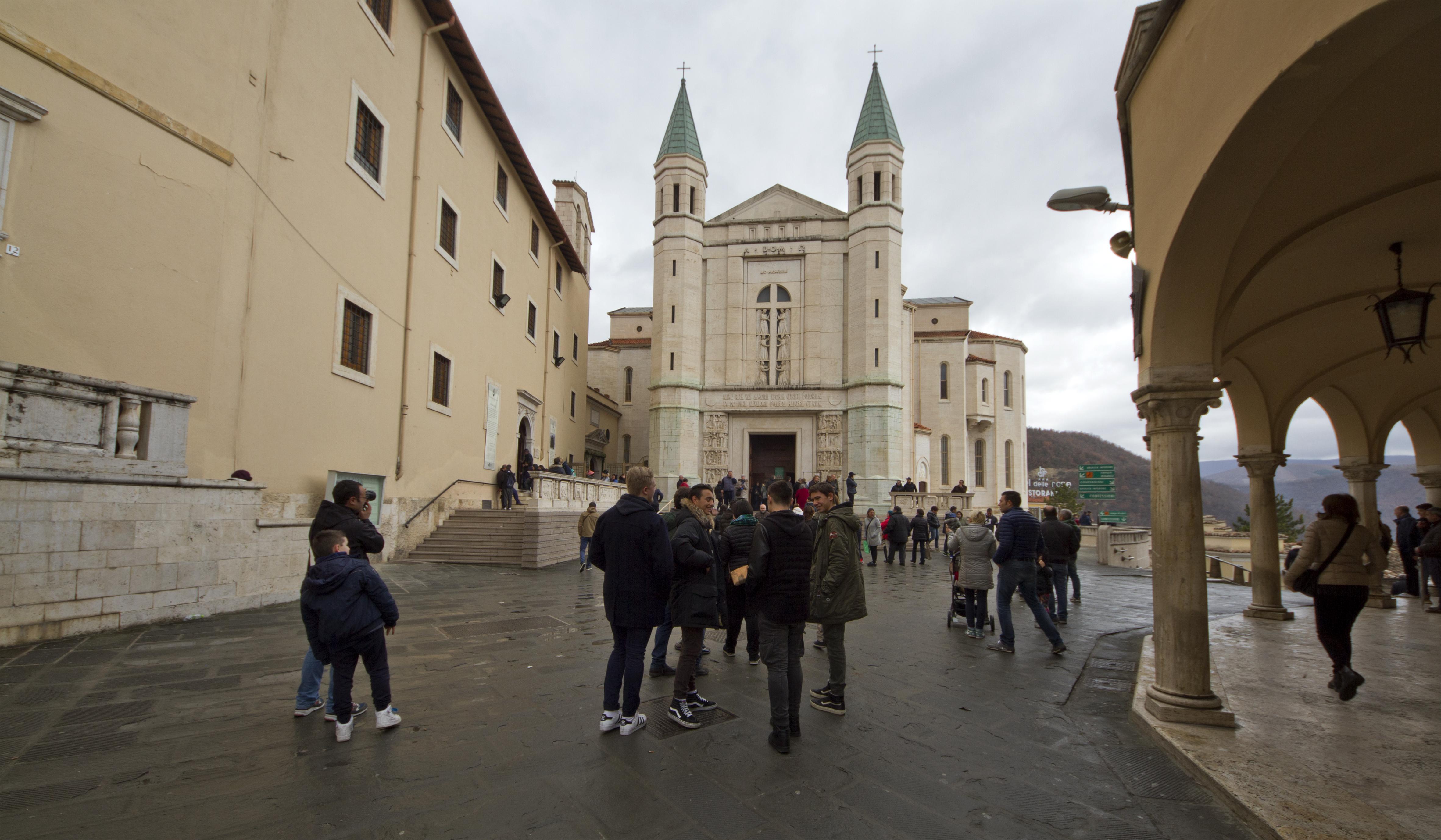 Amori De file:06043 cascia pg, italy - panoramio (16) - wikimedia