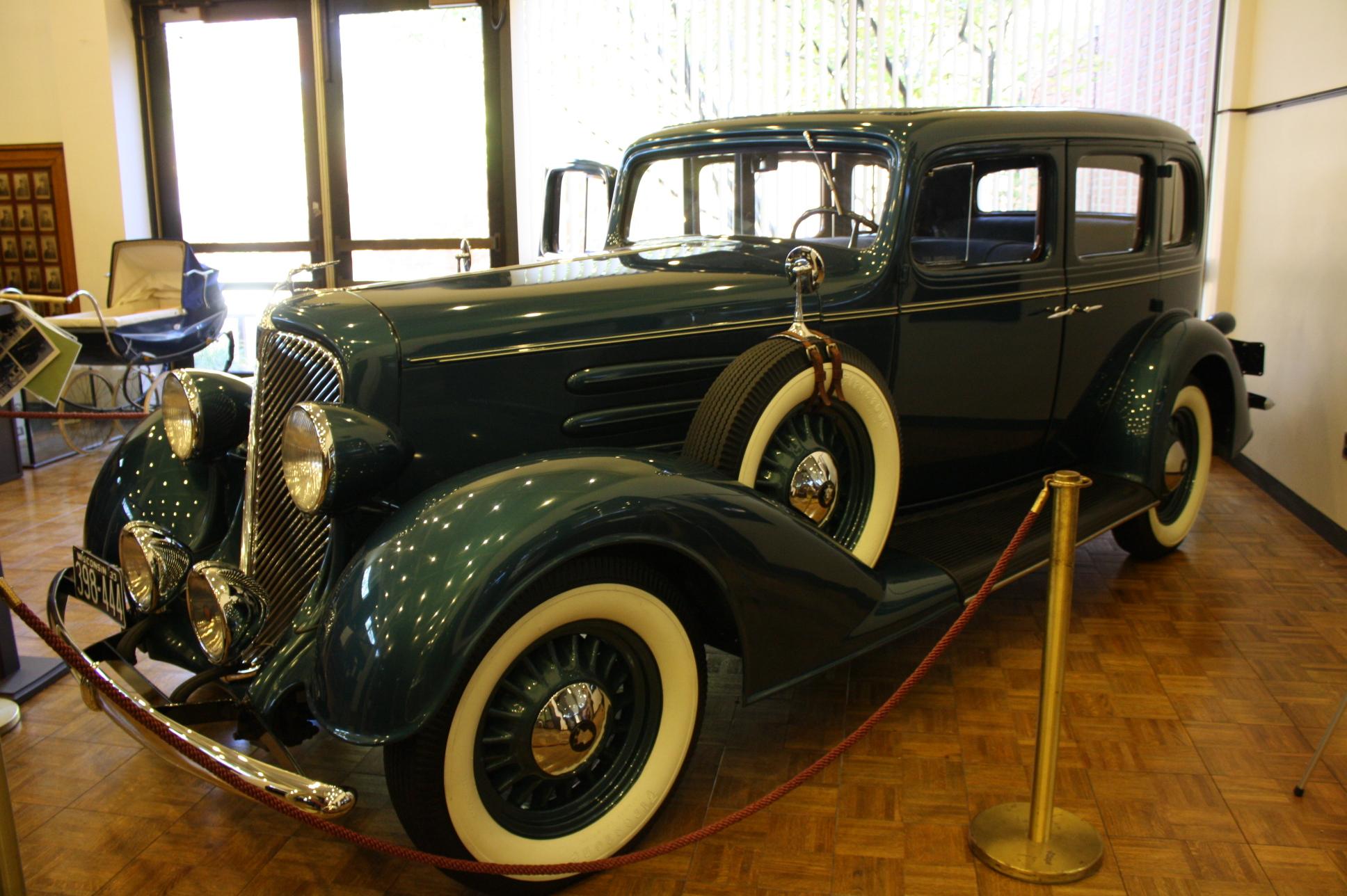 1933OldsmobileSedanModelL33PublicEnemies.jpg