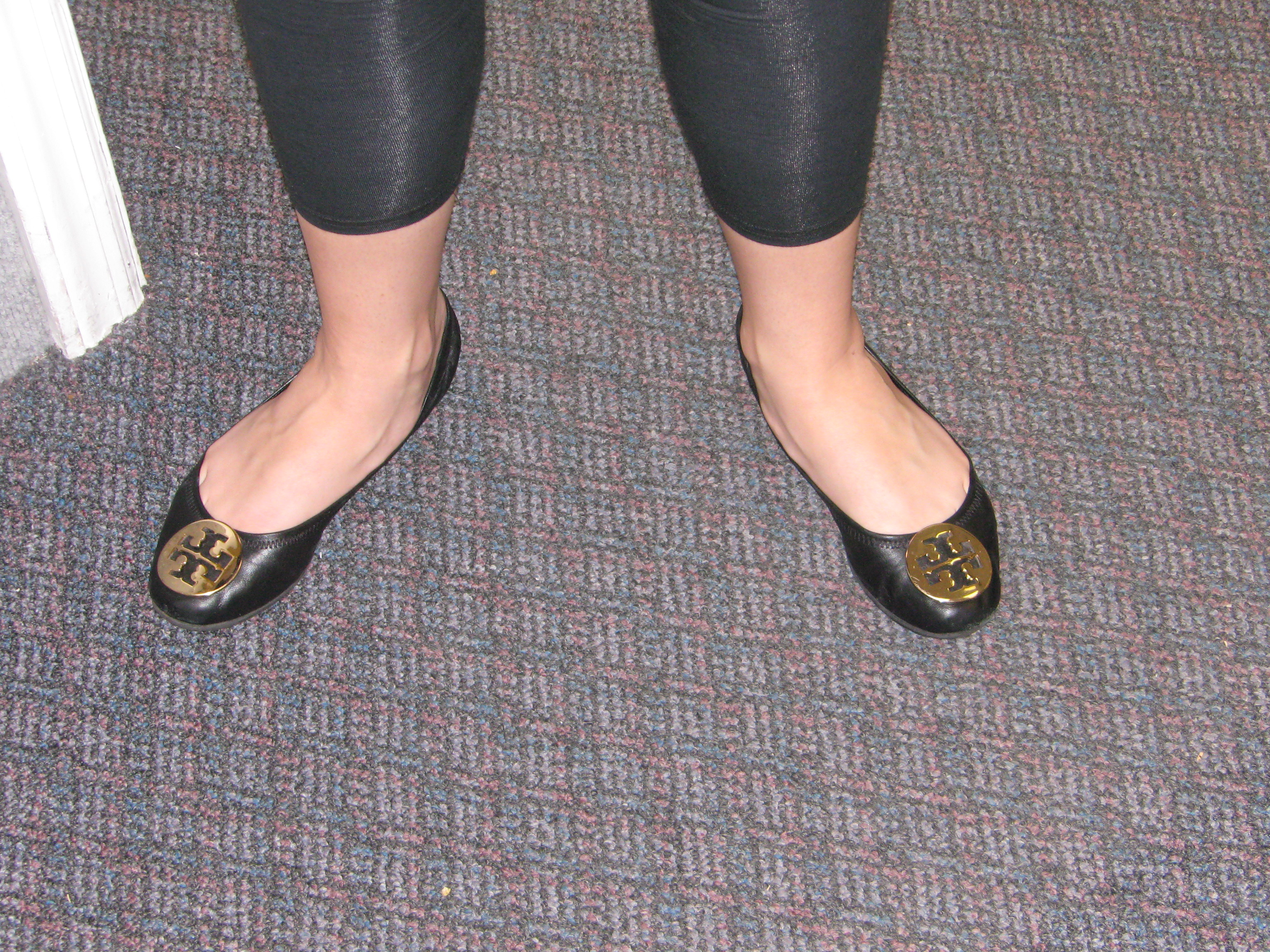 ... wiki Email a linkto this file Informationabout reusing. File:20081102 Tory  Burch medallioned shoes.JPG