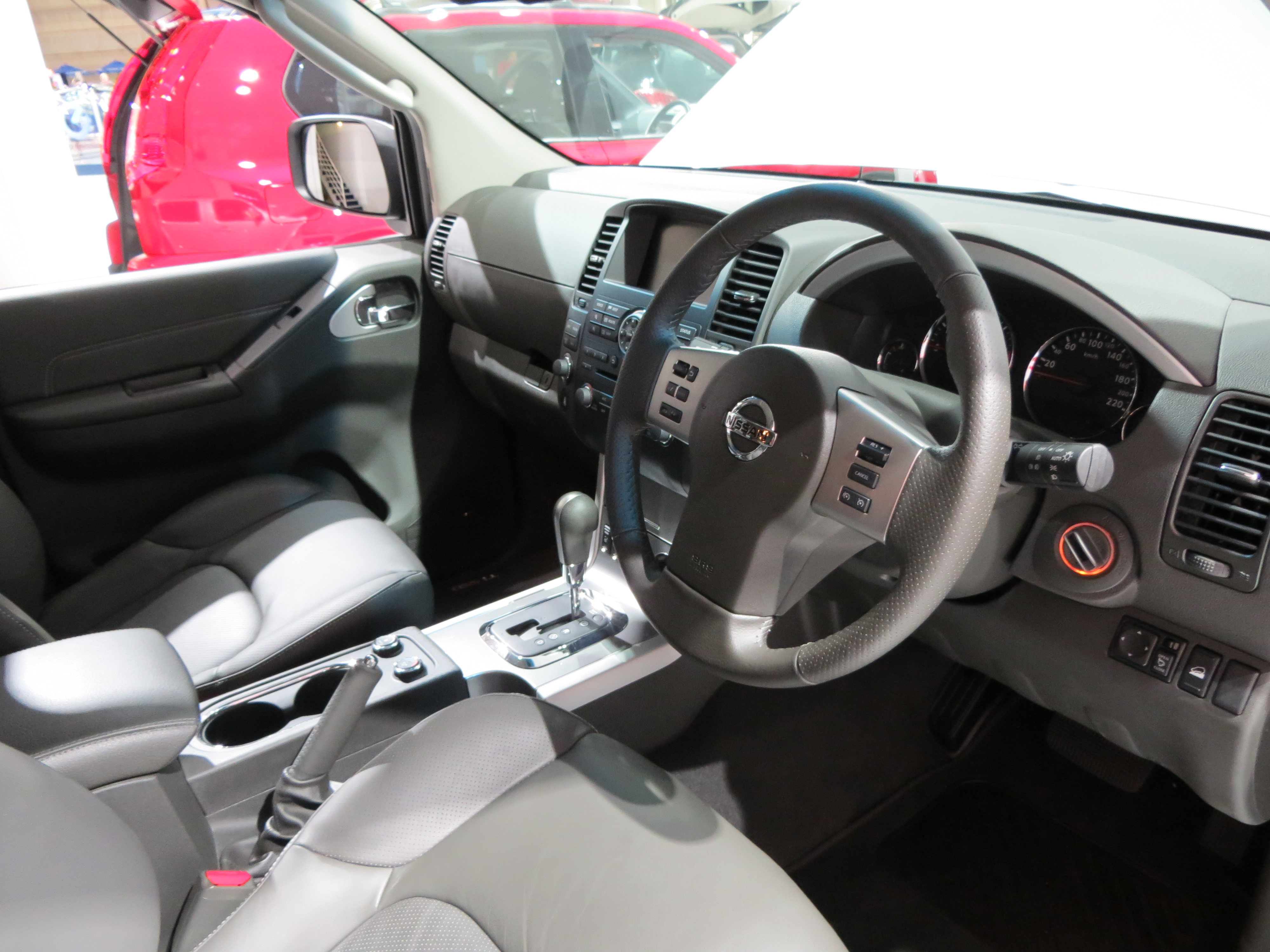 features pathfinder suv price interior reviews s stereo photos nissan controls