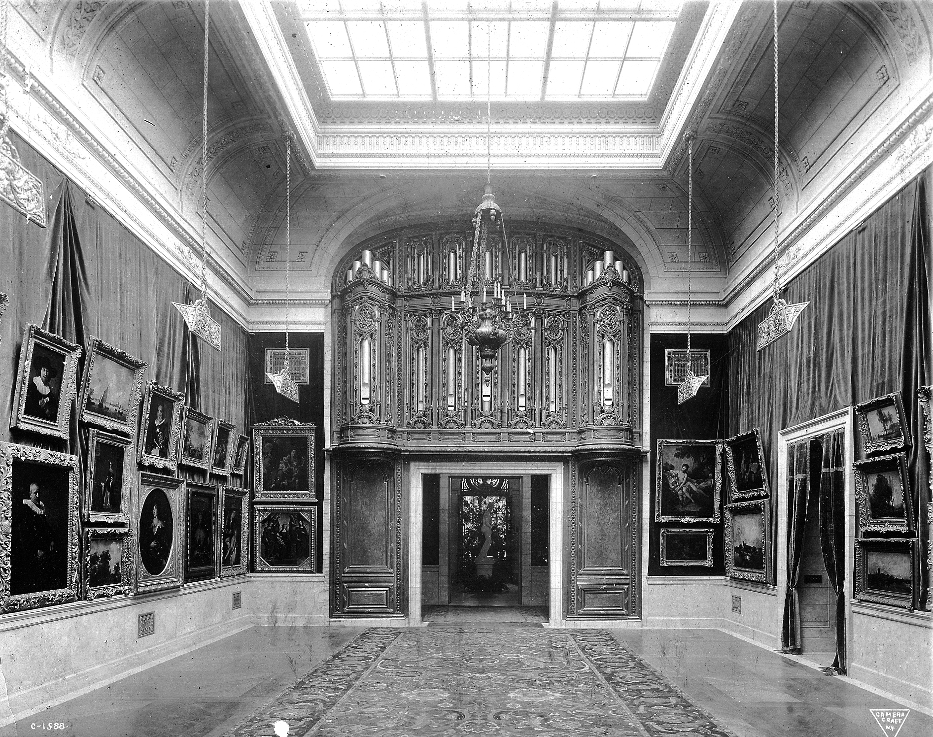 file952 fifth avenue gallery organjpg wikimedia commons
