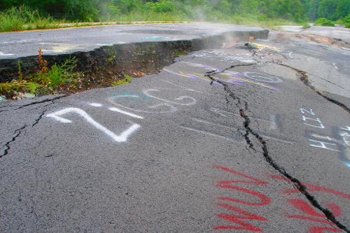 File:A264, Centralia, Pennsylvania, USA, damaged highway above coal mine fire, 2008.JPG