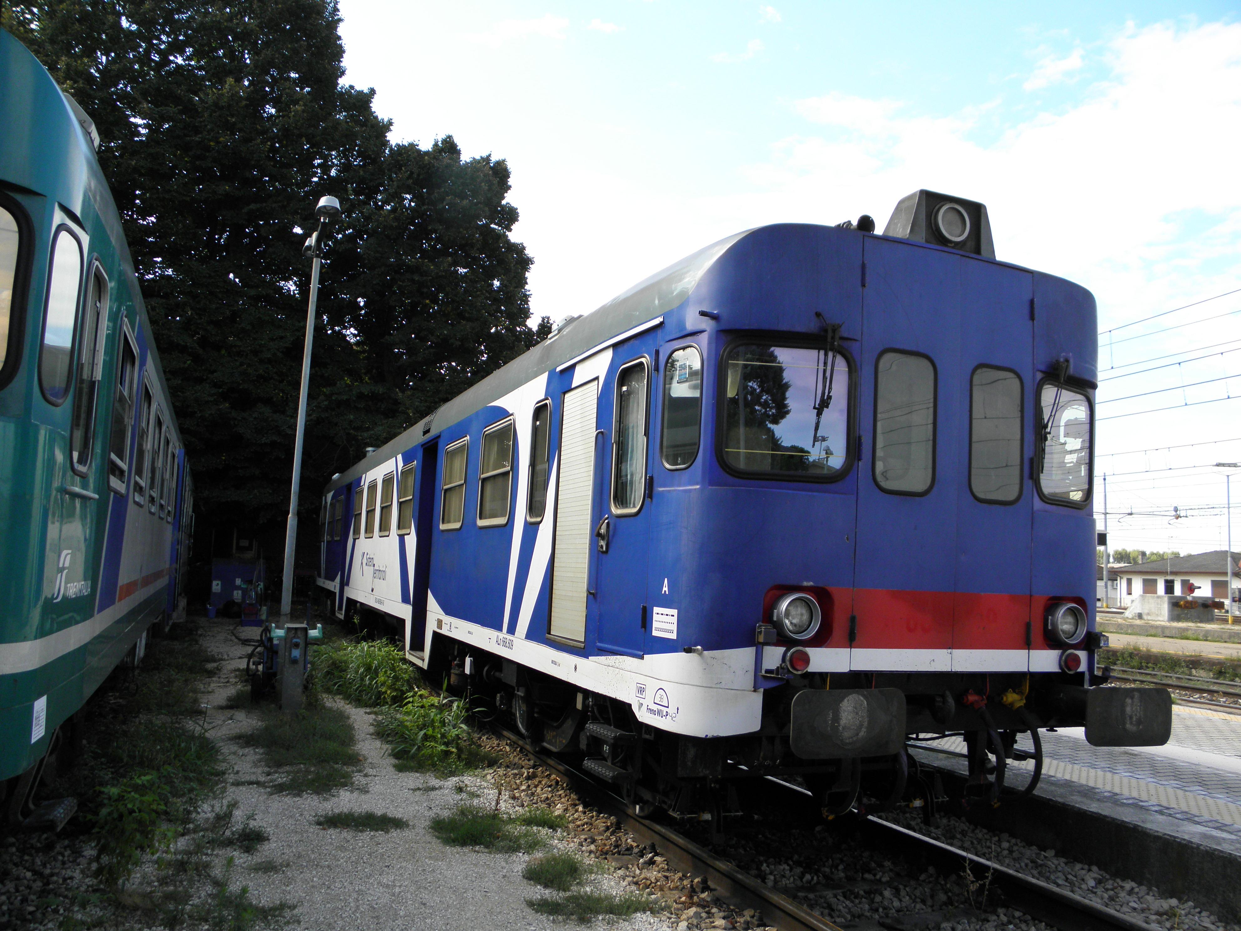File:Aln 668 609 SI, Stazione di Rovigo, deposito.JPG