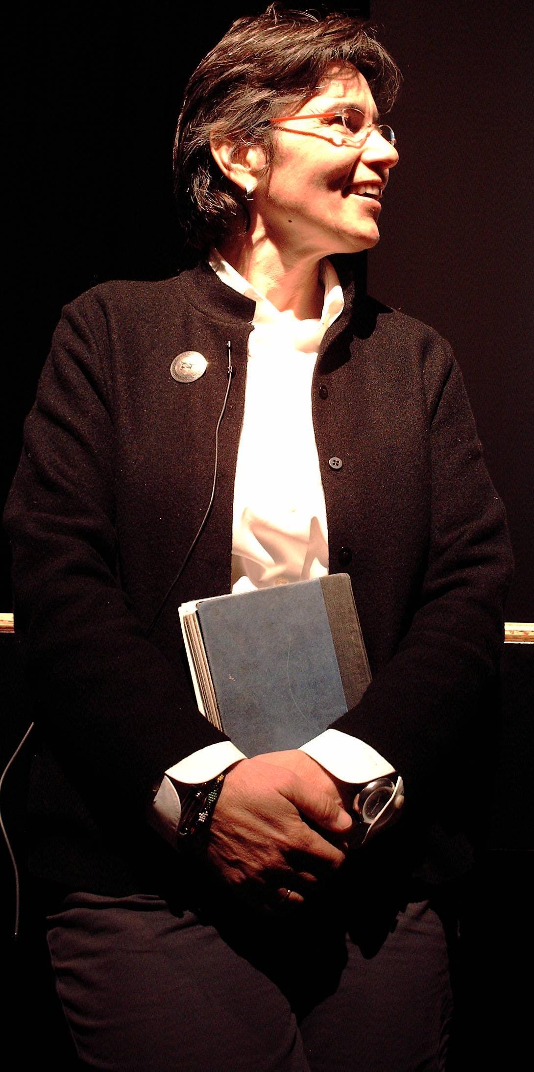 Gwen Zamora (b. 1990) advise